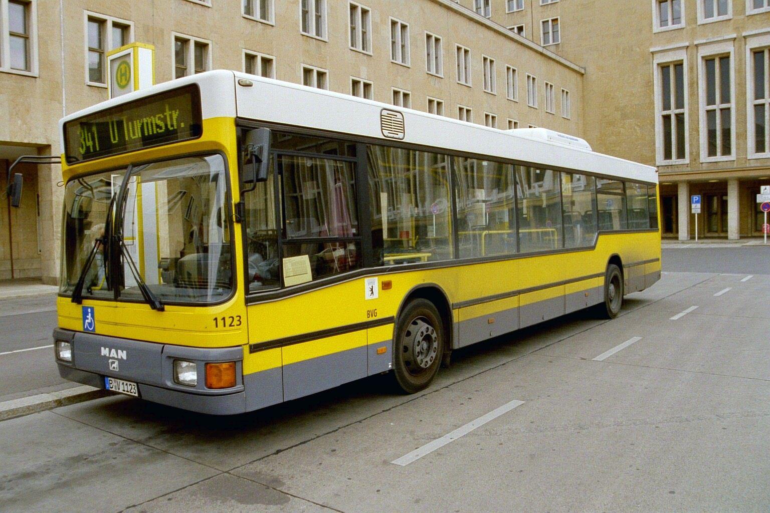Bus 1123, Flughafen Tempelhof, 2004