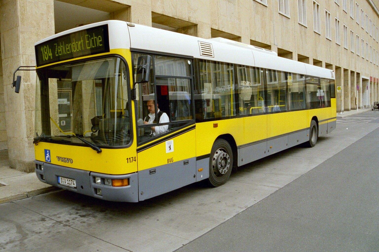 Bus 1174, Flughafen Tempelhof, Mai 2004