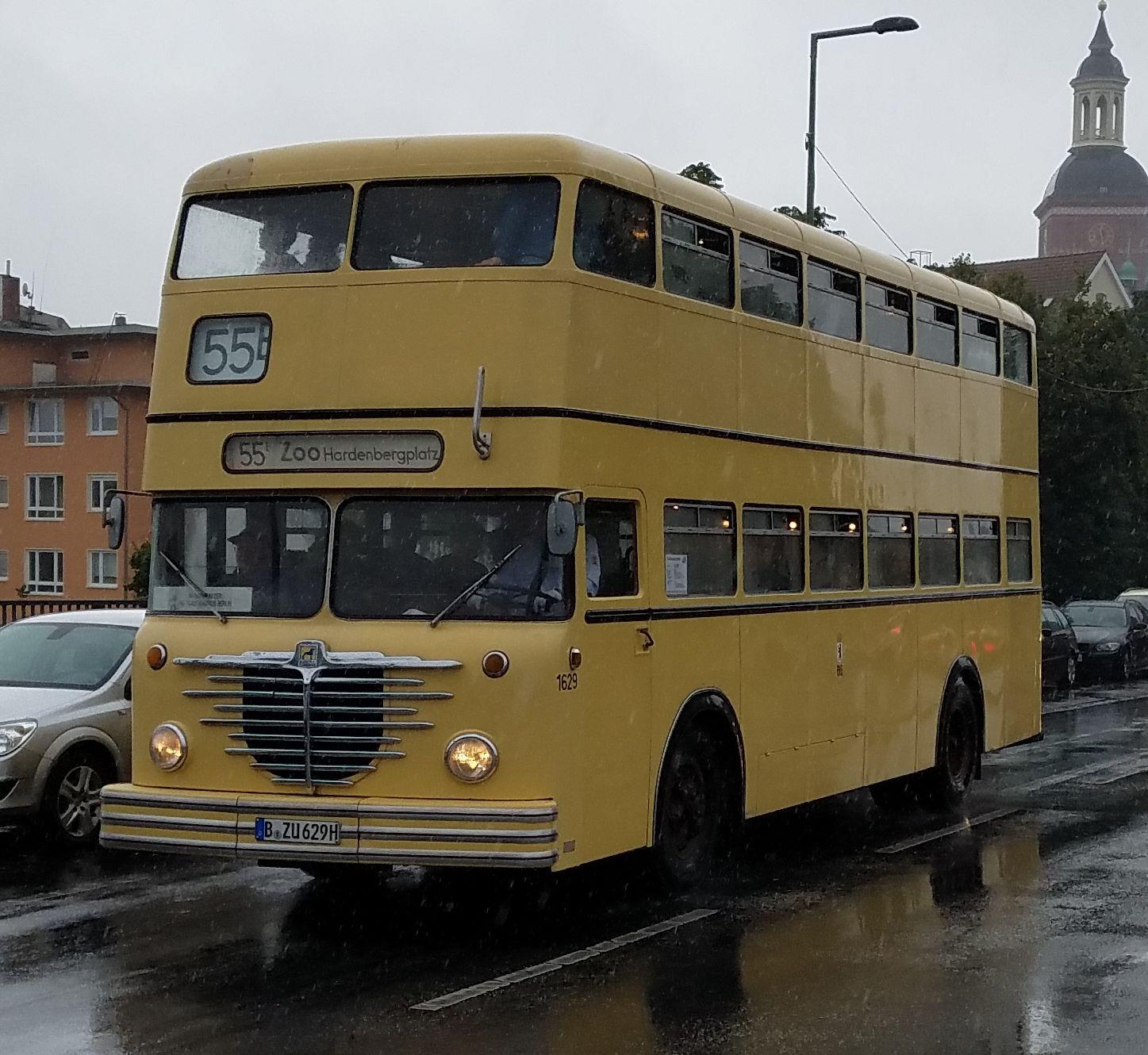 Foto: Bus 1629, Typ Bü D2U 64, Berlin-Spandau, Oktober 2017