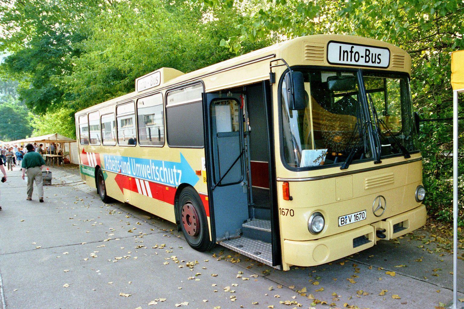 Bus 1670, Friedrichsfelde, 2002;