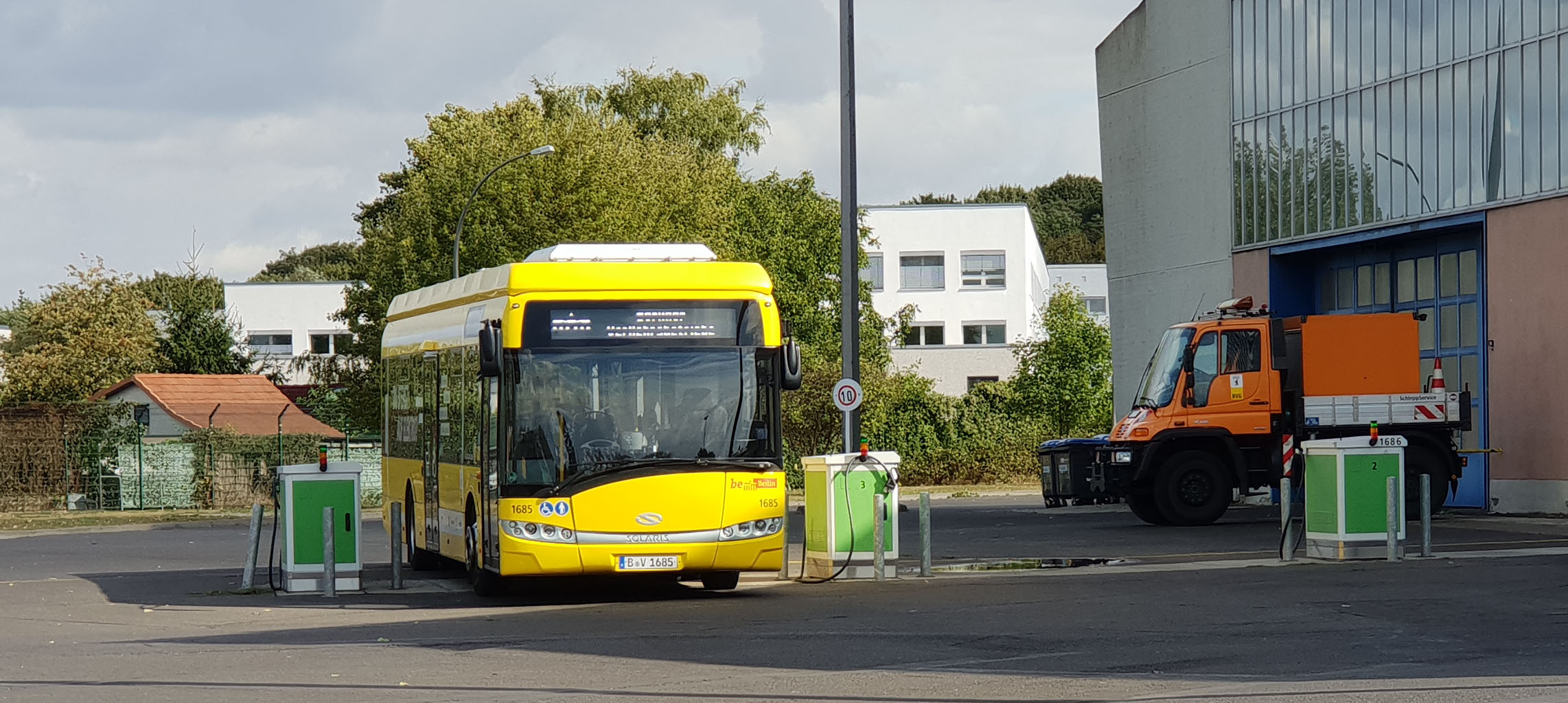 Foto: Bus 1685, Typ Solaris Urbino 12 Electric, Hof Siegfriedstr., September 2018