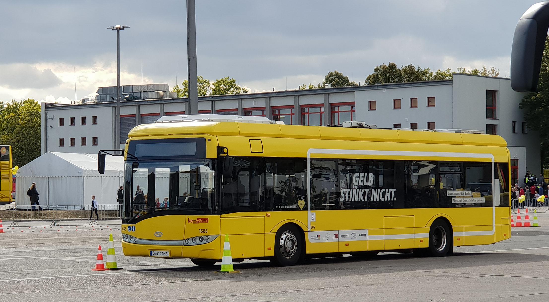 Foto: Bus 1686, Typ Solaris Urbino 12 Electric, Hof Siegfriedstr., September 2018