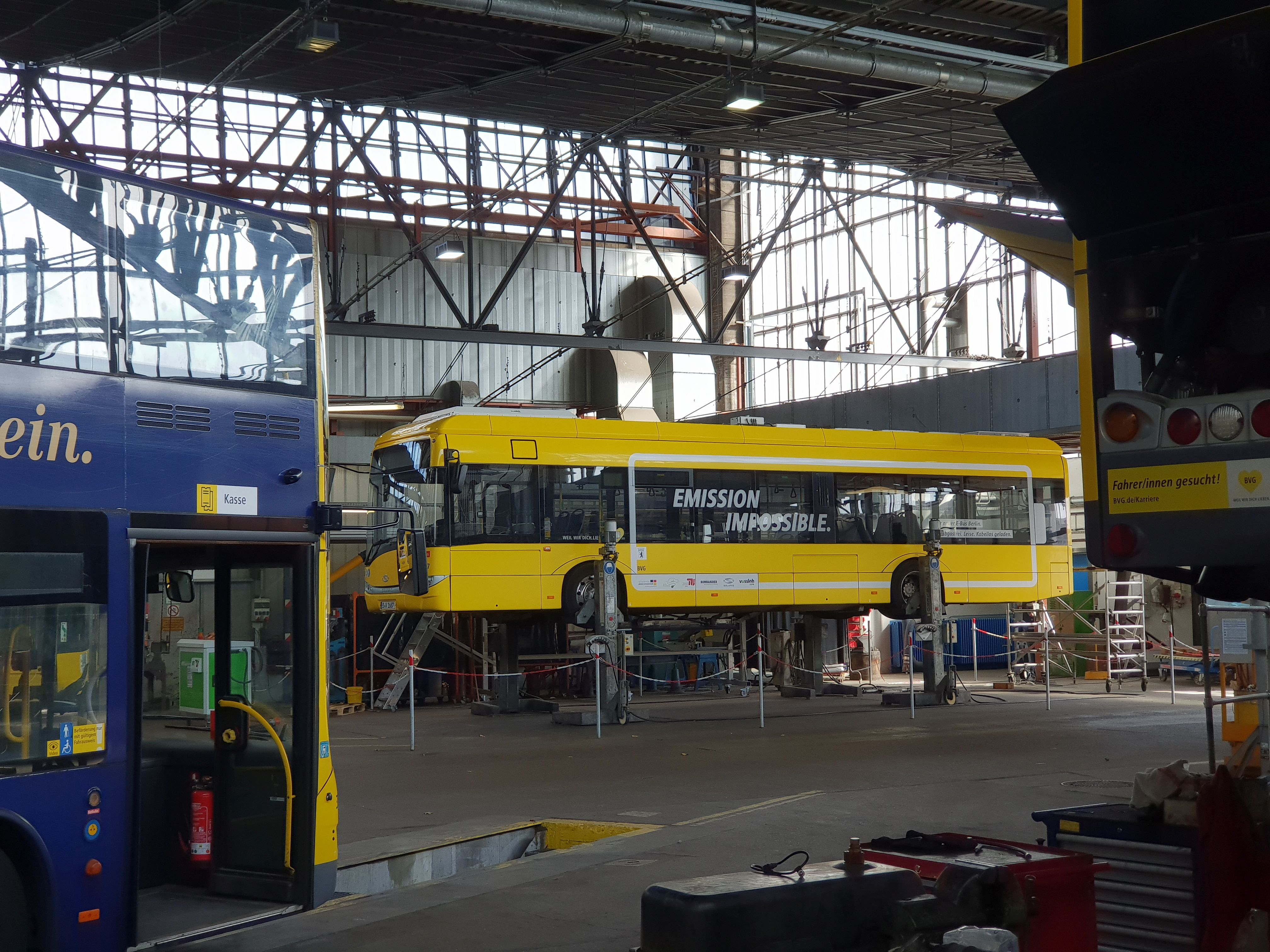 Foto: Bus 1687, Typ Solaris Urbino 12 Electric, Hof Siegfriedstr., September 2018