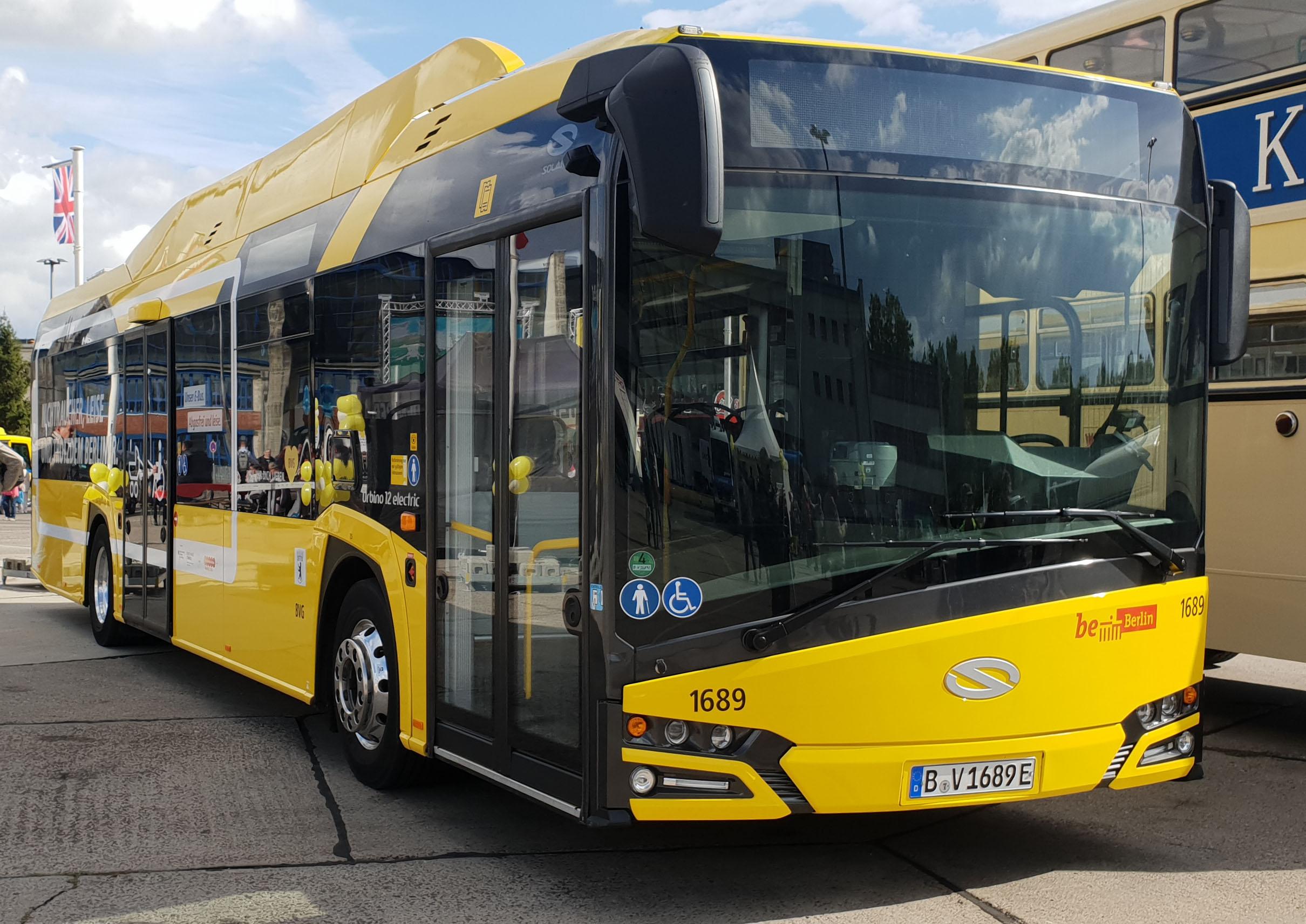 Foto: Bus 1689, Typ Solaris Urbino 12 Electric, Hof Siegfriedstr., September 2018