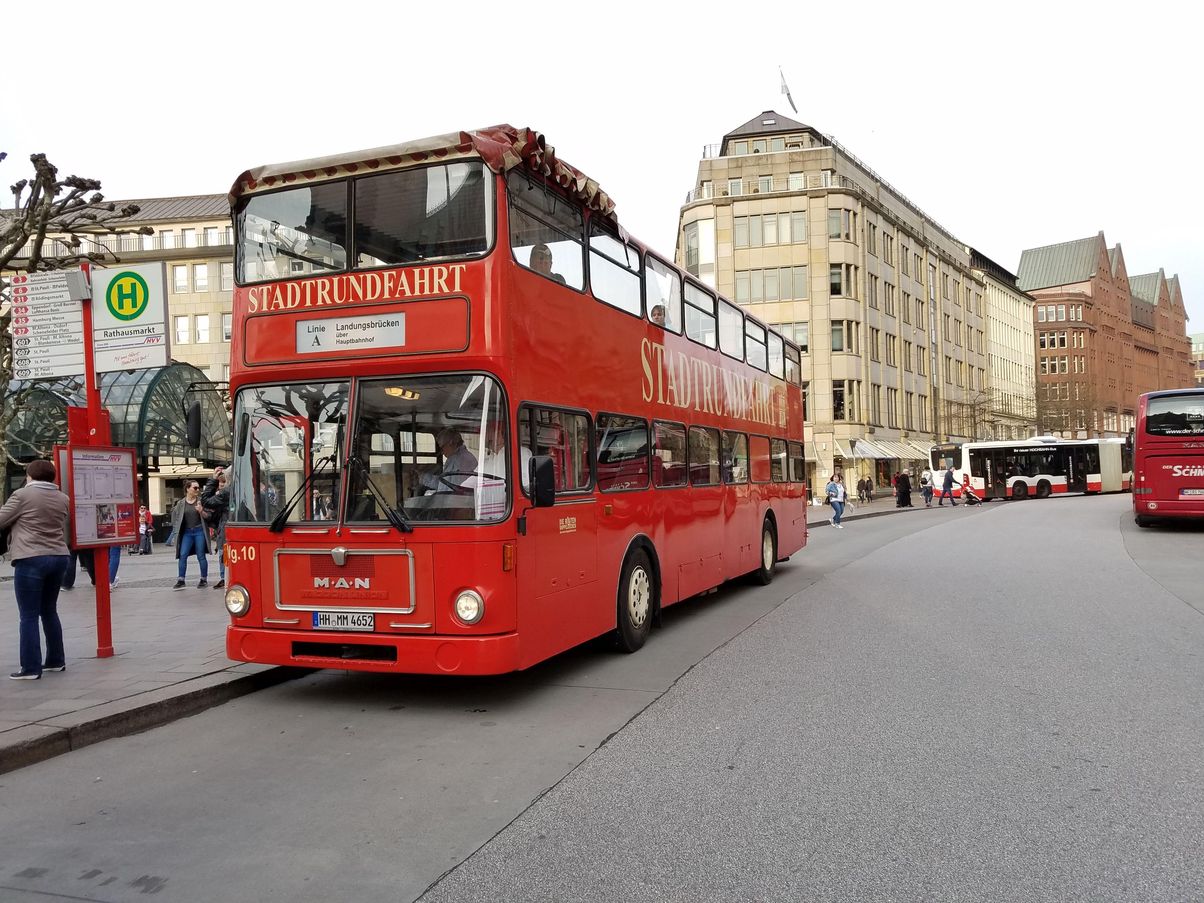 Foto: Bus 1921, Typ SD82, Stadtrundfahrtbus HH MM 4652, Hamburg, März 2017