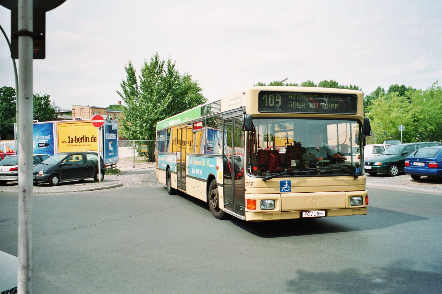 Bus 2166, Bf. Zoo, 2000;