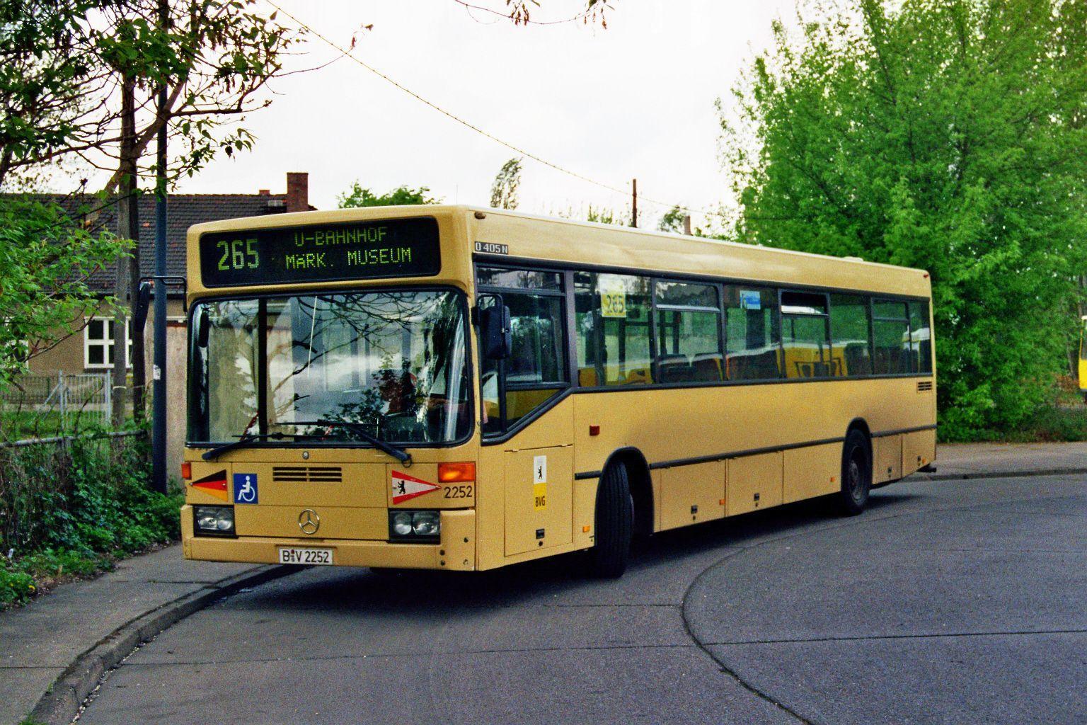 Bus 2252, Bf. Schöneweide, 2003;