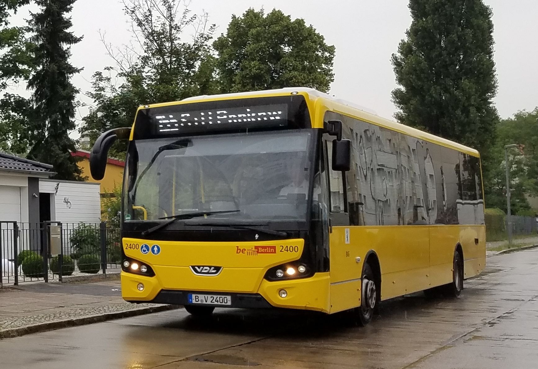 Foto: Bus 2400, Typ VDL Citea LLE 120, Wilhelmsruh, 2017