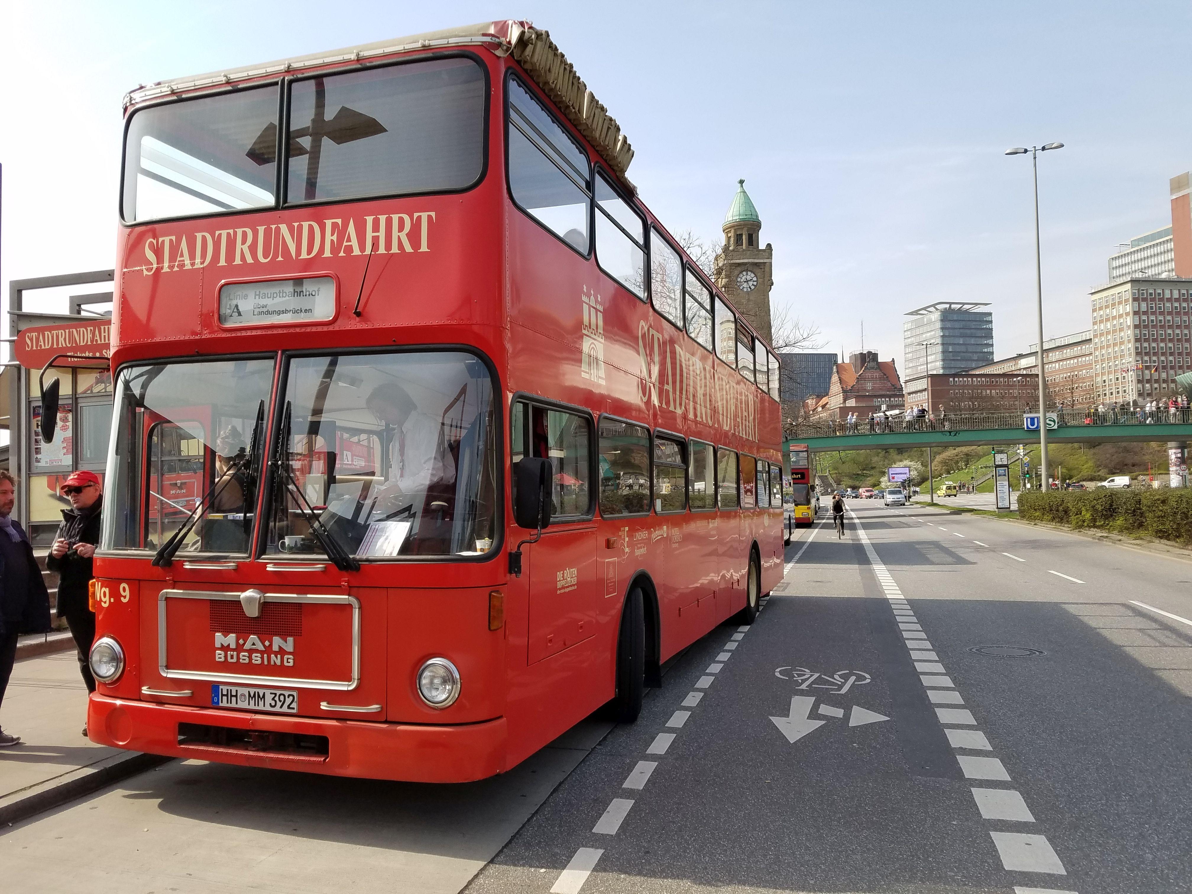 Foto: Bus 3023, Typ SD77, Stadtrundfahrtbus HH MM 392, Hamburg, März 2017
