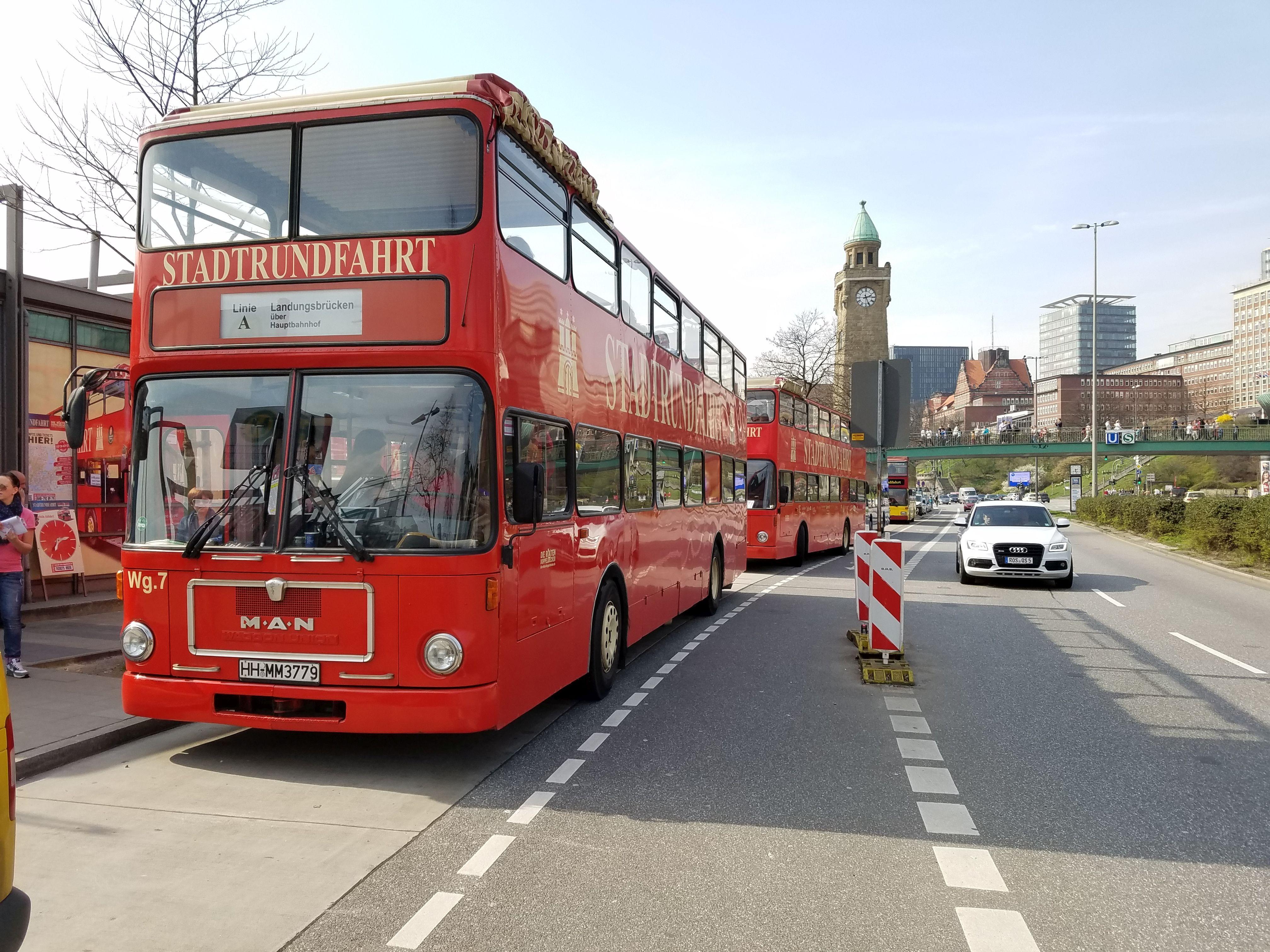 Foto: Bus 3239, Typ SD83, Stadtrundfahrtbus HH MM 3779, Hamburg, März 2017