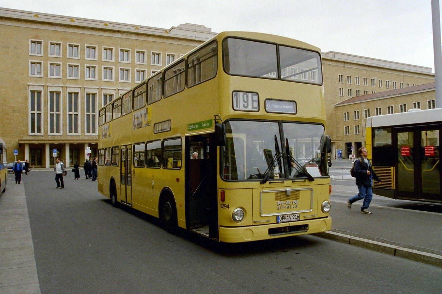 Bus 3294, Flughafen Tempelhof, Mai 2004