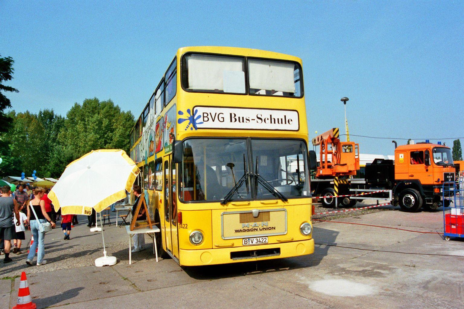 Bus 3422, Friedrichsfelde, 2002,