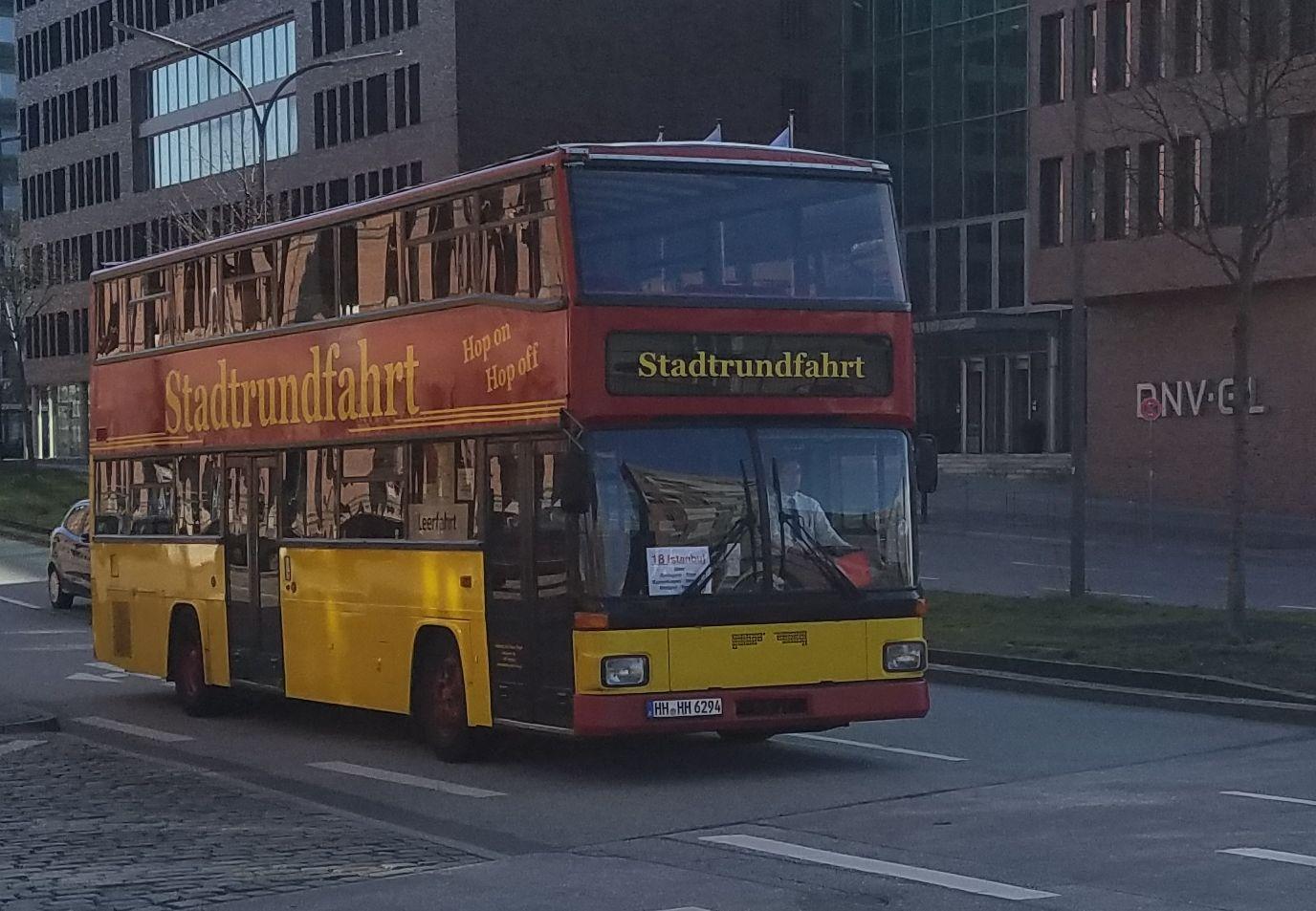 Foto: Bus 3959, Typ D92, Stadtrundfahrtbus HH HH 6294, Hamburg, März 2017