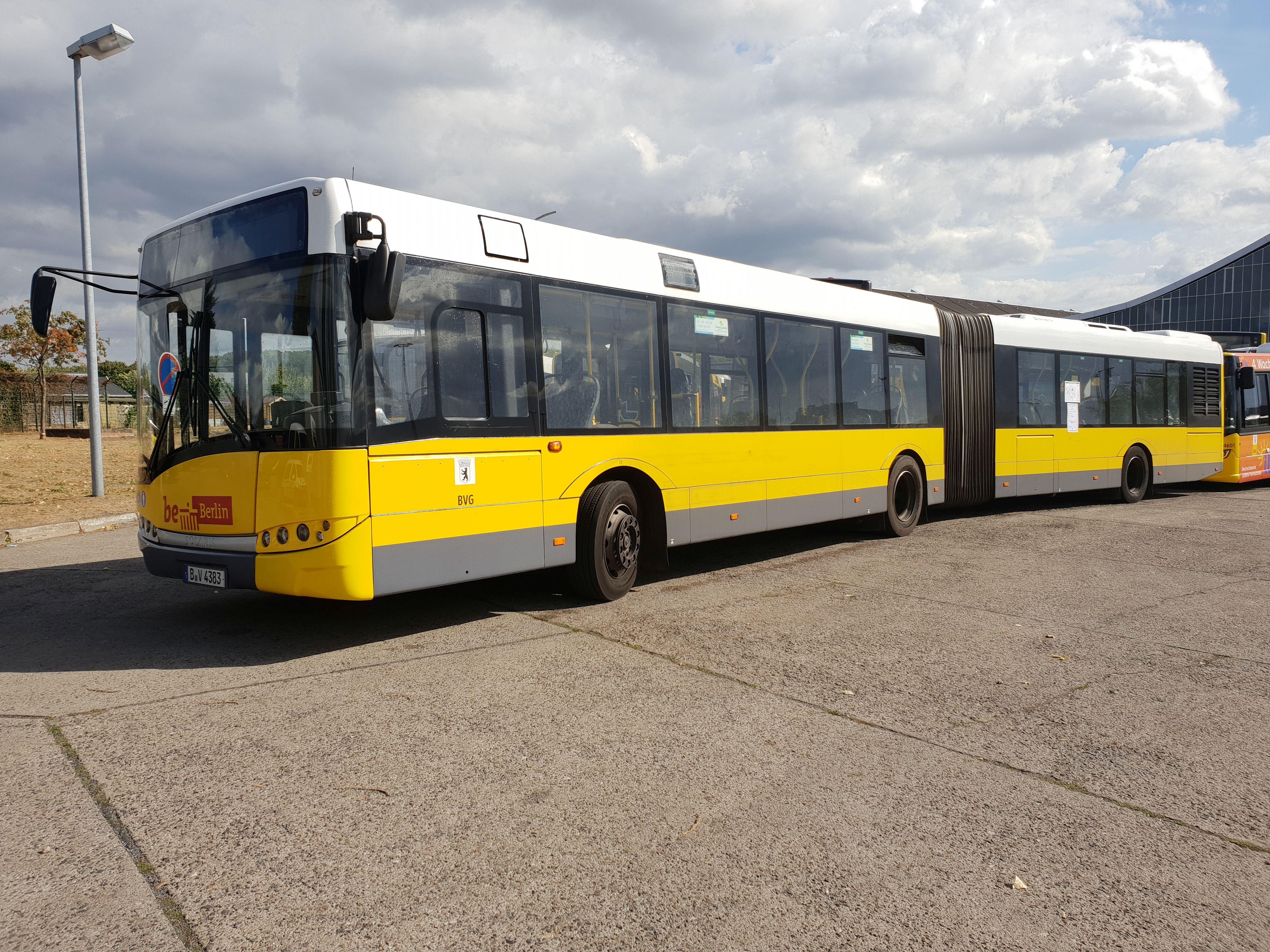 Foto: Bus 4383, Typ Solaris Urbino 18, Hof Siegfriedstr., September 2018