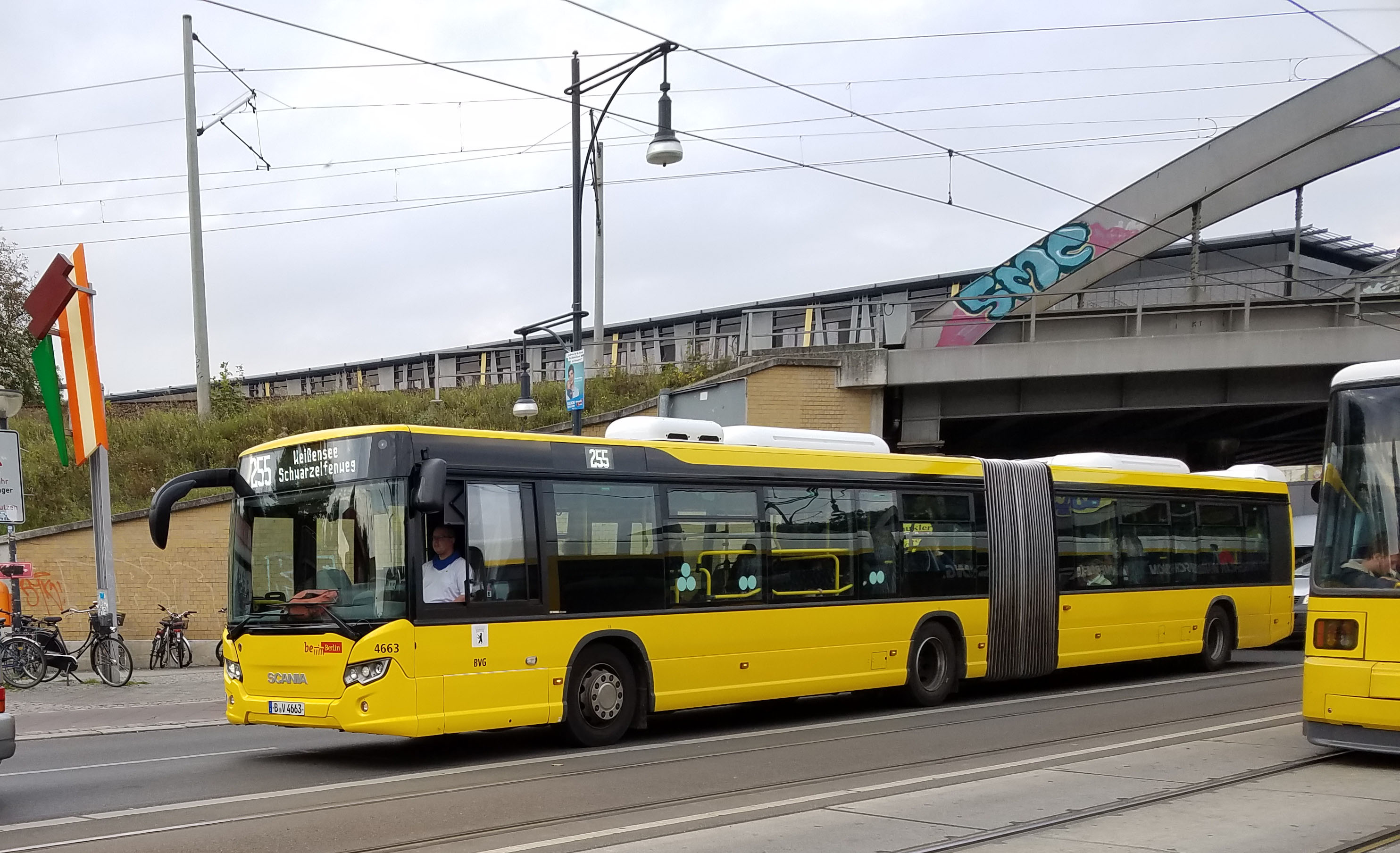 Foto: Bus 4663, Gelenkbus Typ Scania Citywide LFA, Berlin-Pankow, September 2017
