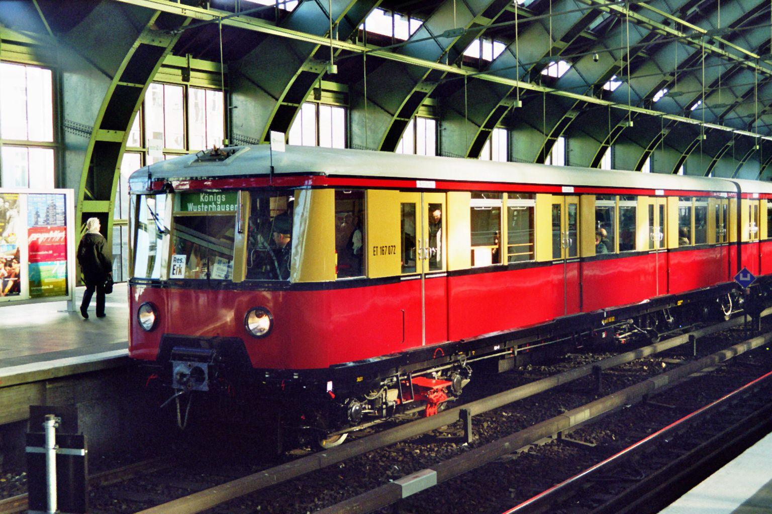 S-Bahn 167 072, Bauart 1938/1941, ex 277 087, Baureihe 167, Ostbahnhof, 2002