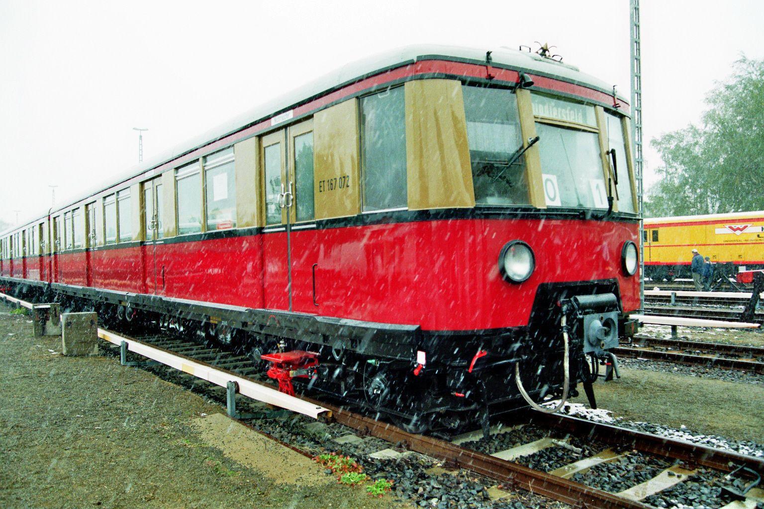 S-Bahn 167 072, Bauart 1938/1941, ex 277 087, Baureihe 167, im Schnee, Schöneweide, 2002