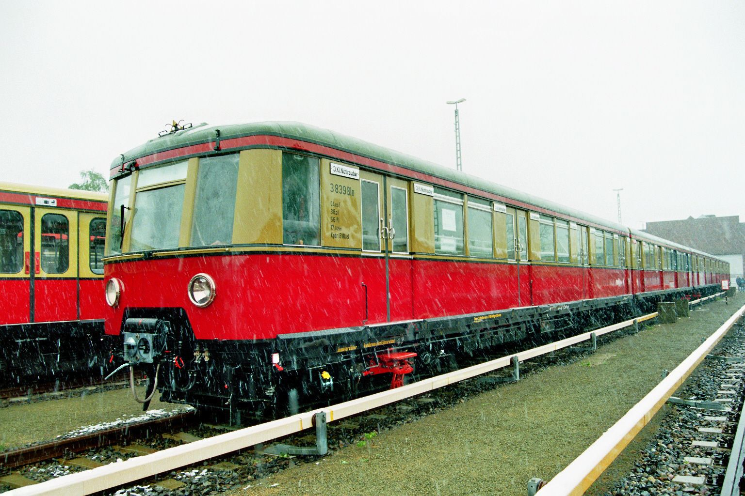S-Bahn 3839, Bauart 1938/1941, ex 167 006, ex 277 003, Baureihe 167, im Schnee, Schöneweide, Oktober 2002
