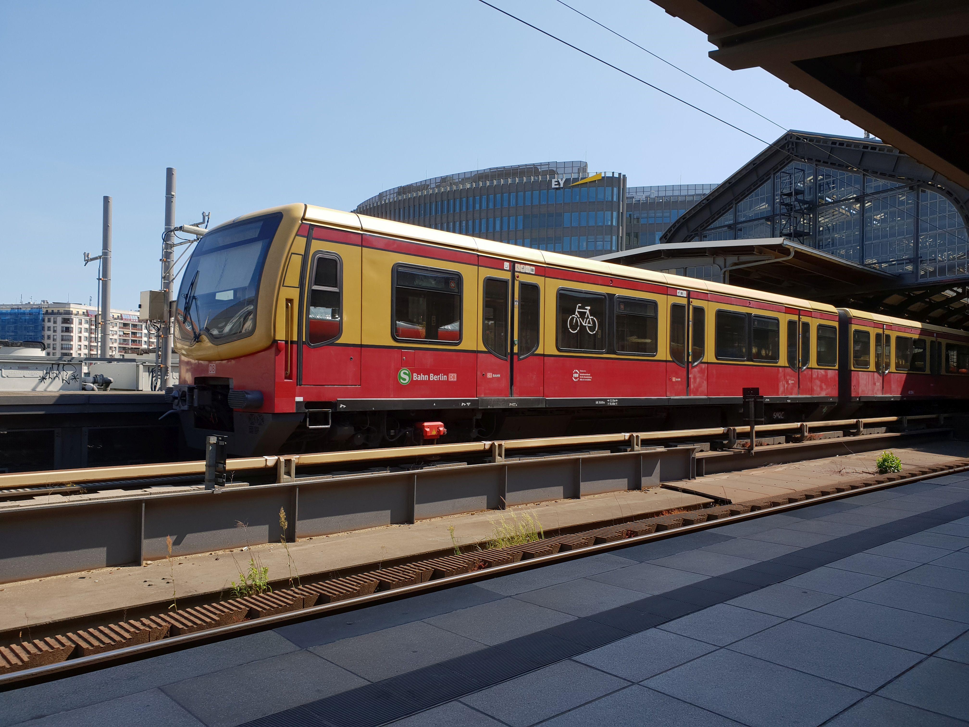 Foto:S-Bahn 481 026, Baureihe481/482, Friedrichstr., 2018