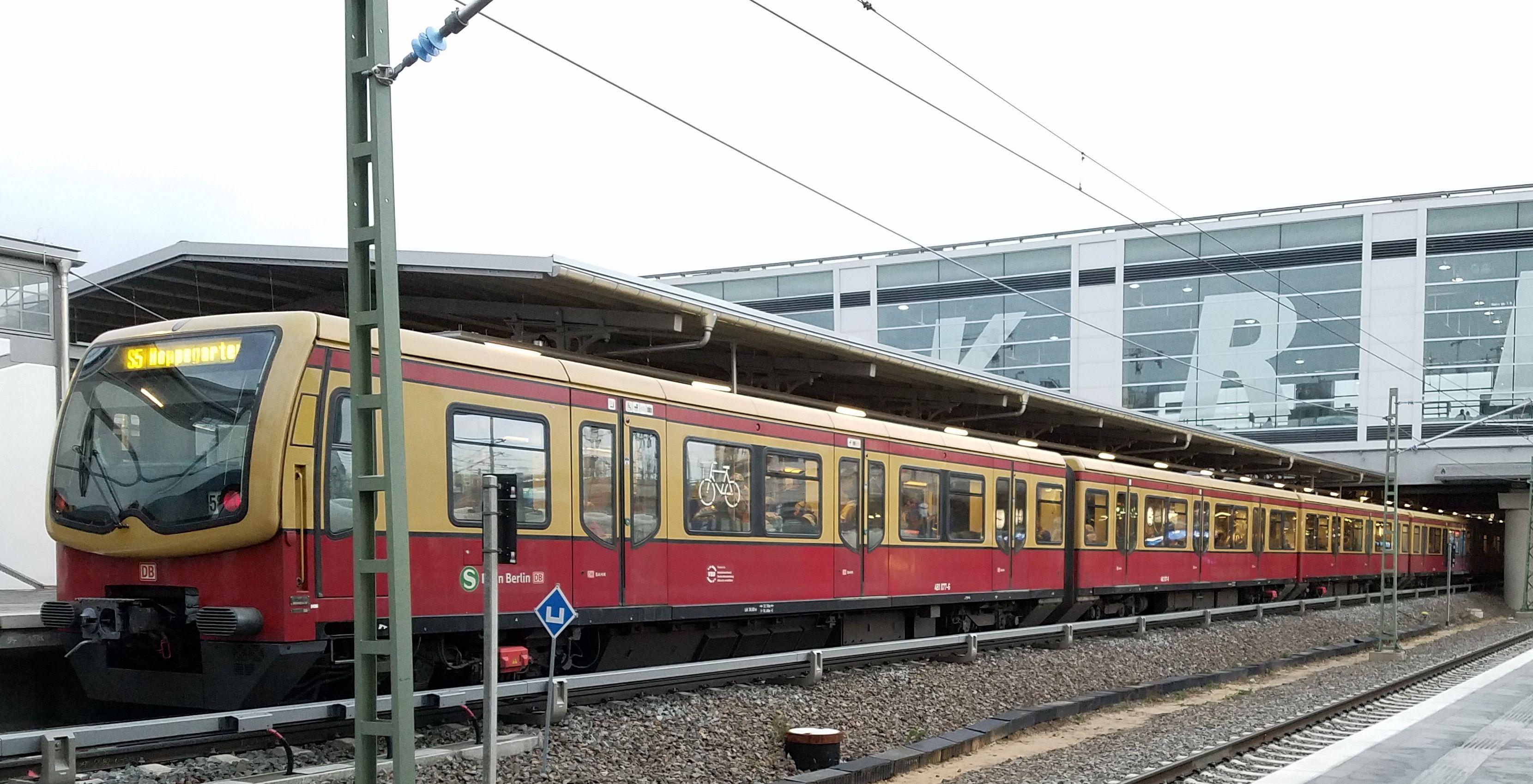 Foto:S-Bahn 481 077, Baureihe481/482, Ostkreuz, 2017