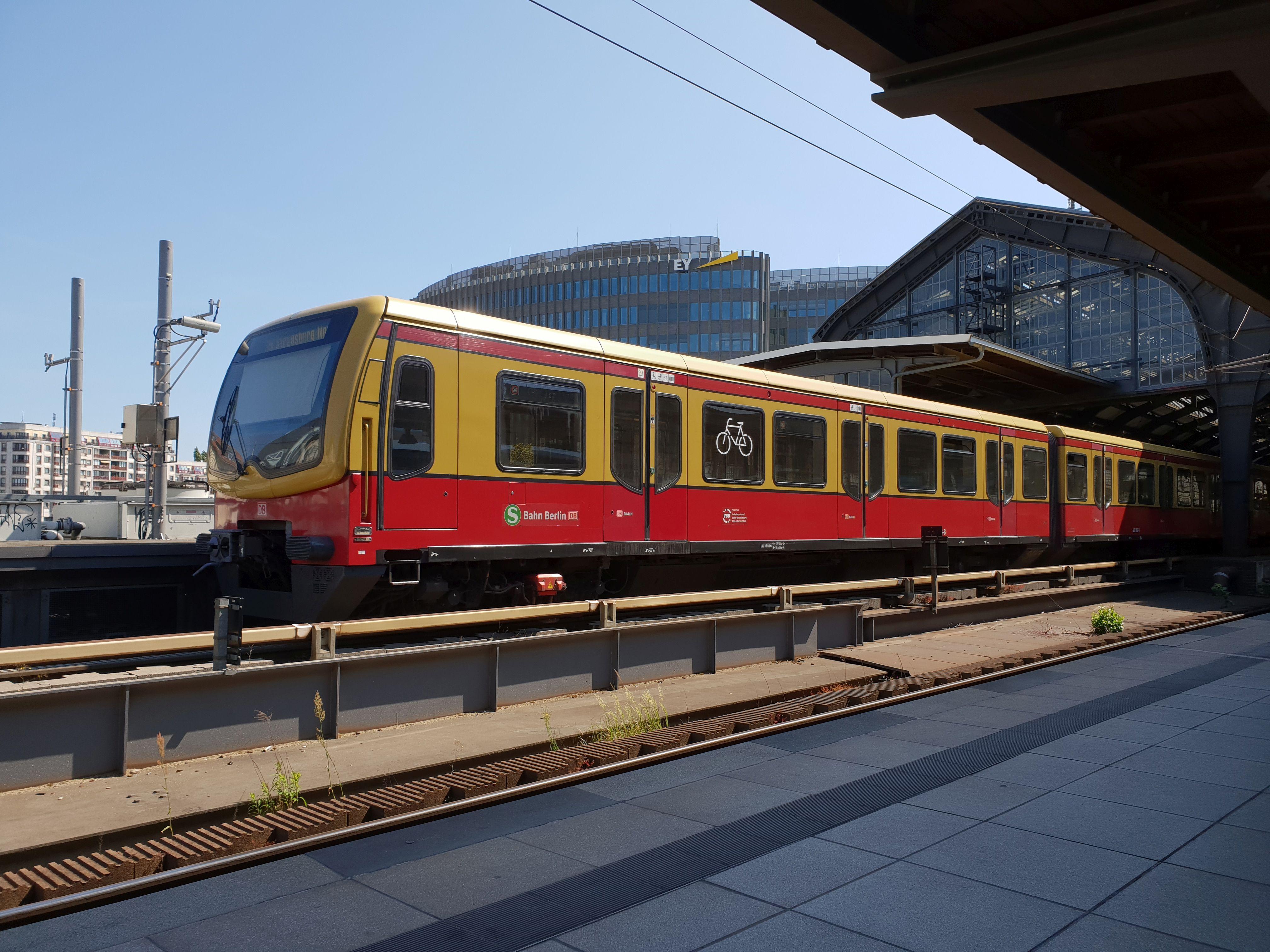 Foto:S-Bahn 481 096, Baureihe481/482, Friedrichstr., 2018