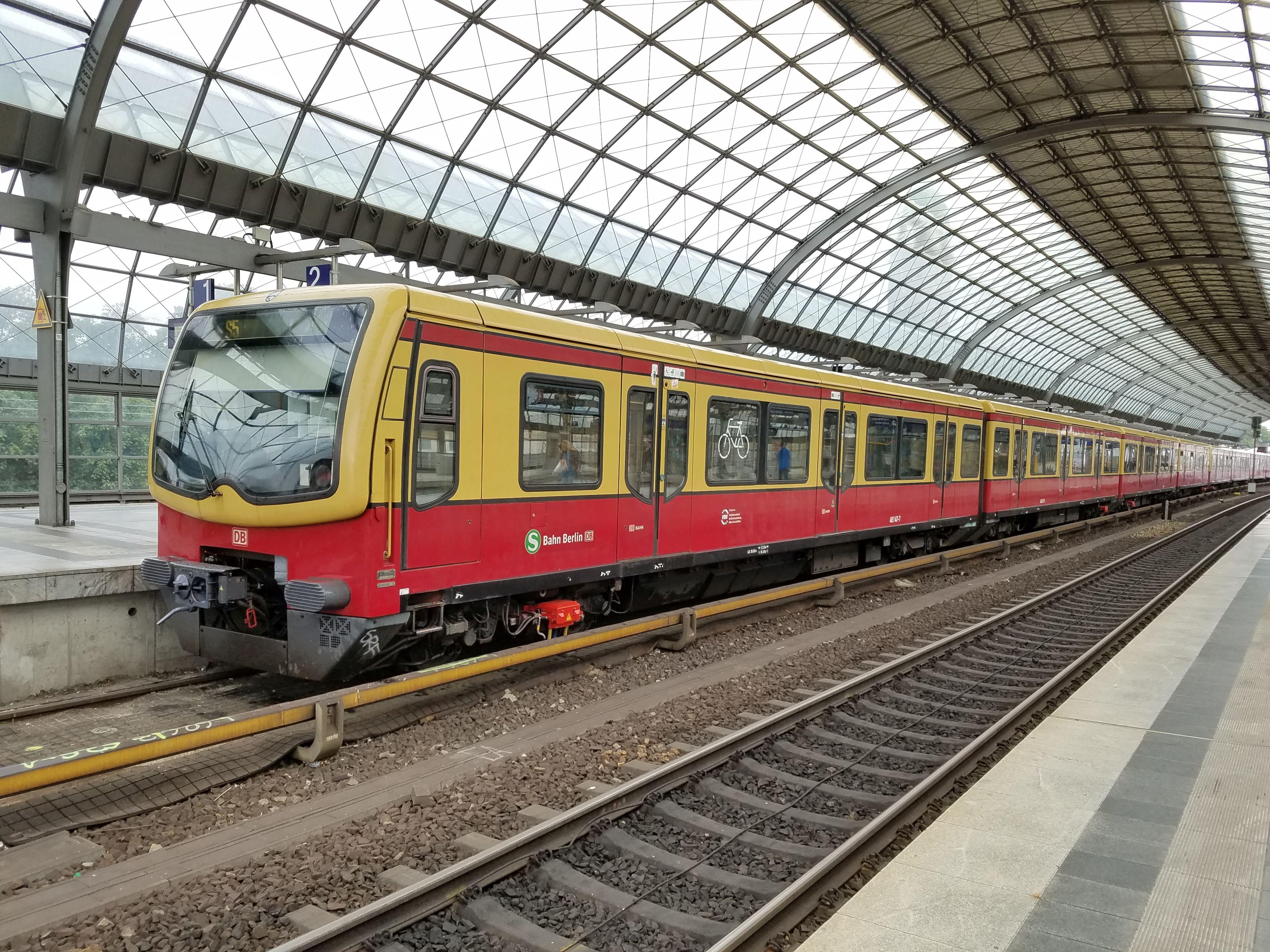 Foto:S-Bahn 481 147, Baureihe481/482, Spandau, 2018