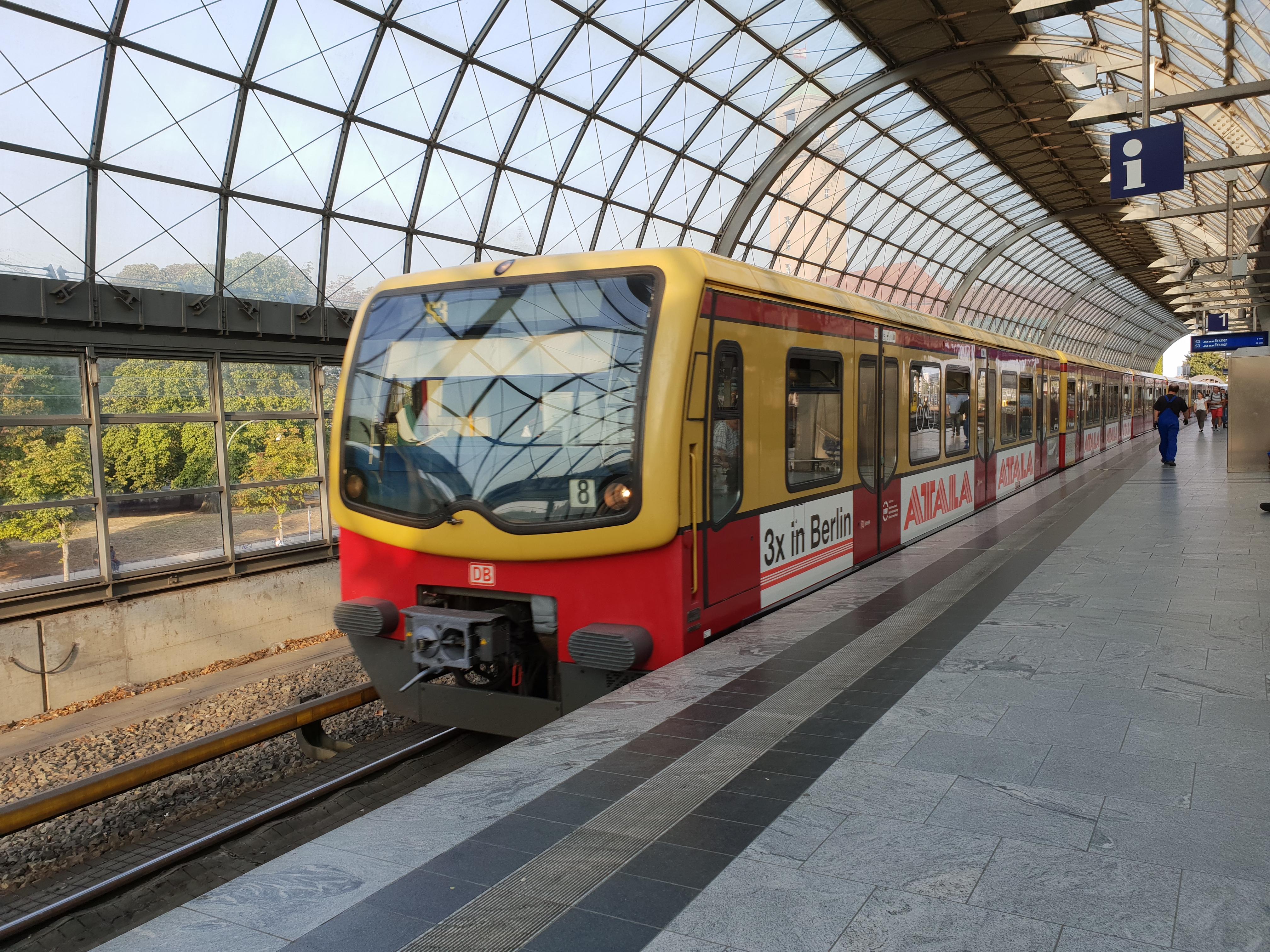 "Foto:S-Bahn 481 188, Baureihe481/482, ""Atala"", Spandau, 2018"