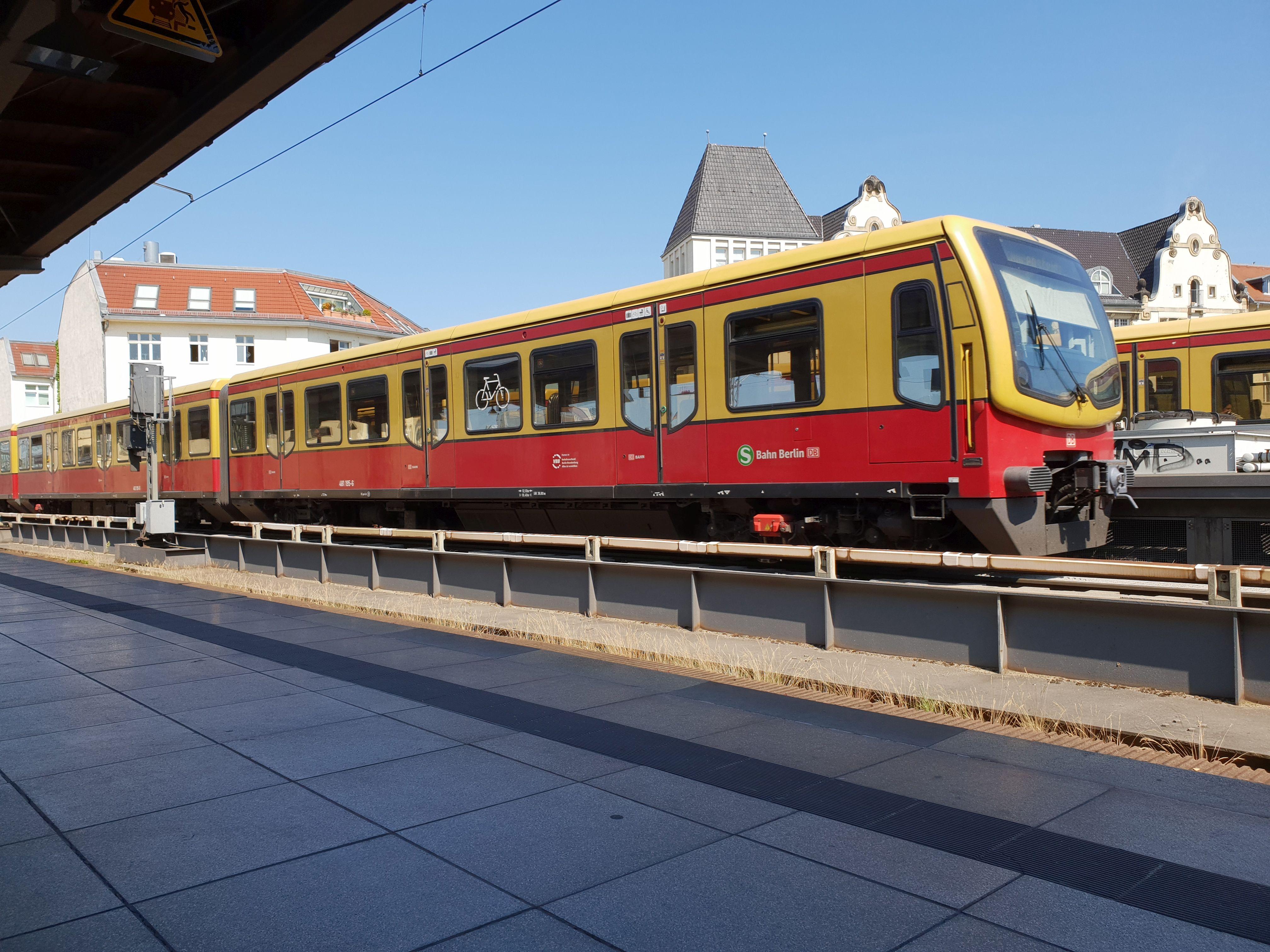 Foto:S-Bahn 481 195, Baureihe481/482, Friedrichstr., 2018