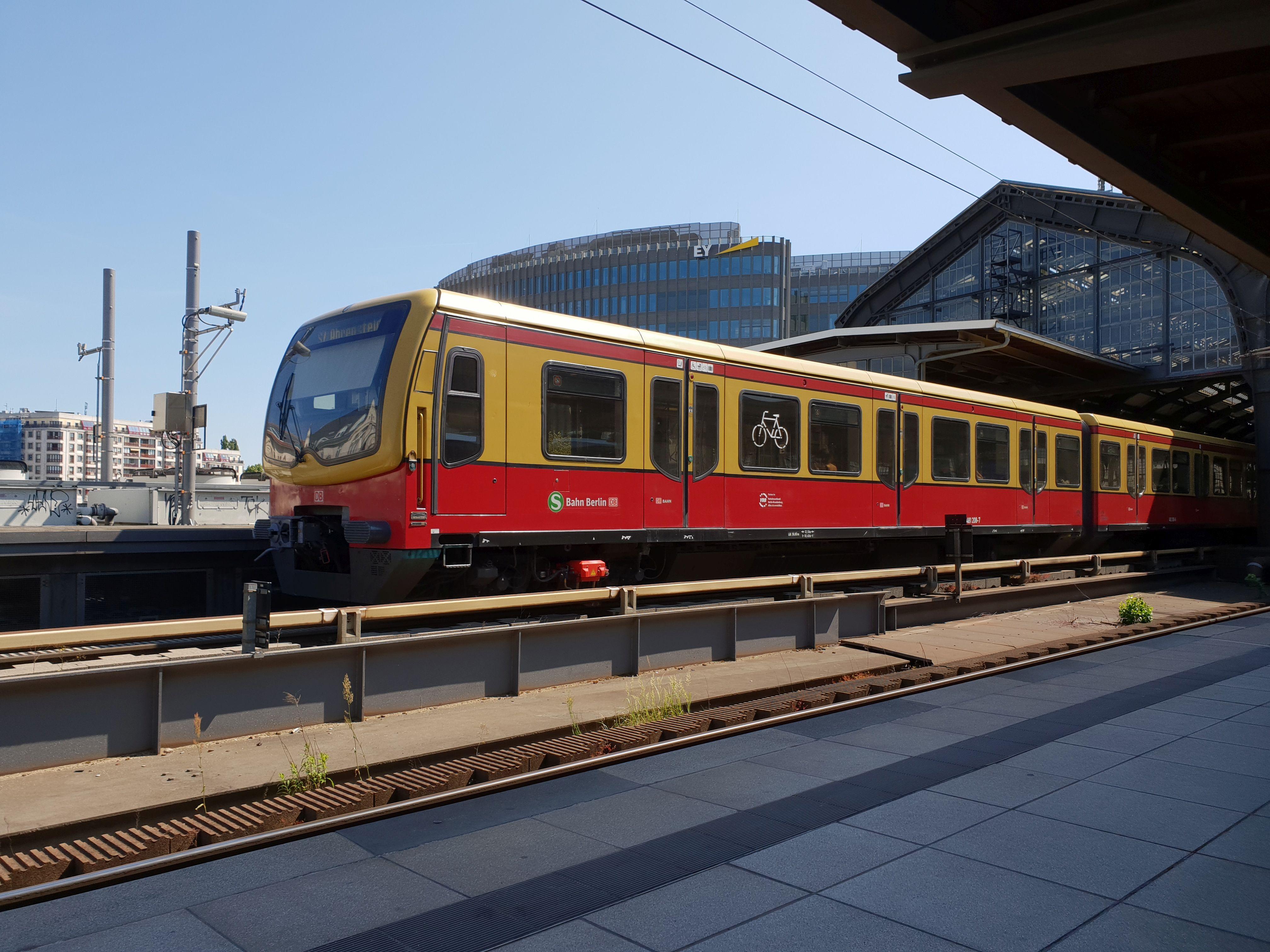 Foto:S-Bahn 481 208, Baureihe481/482, Friedrichstr., 2018