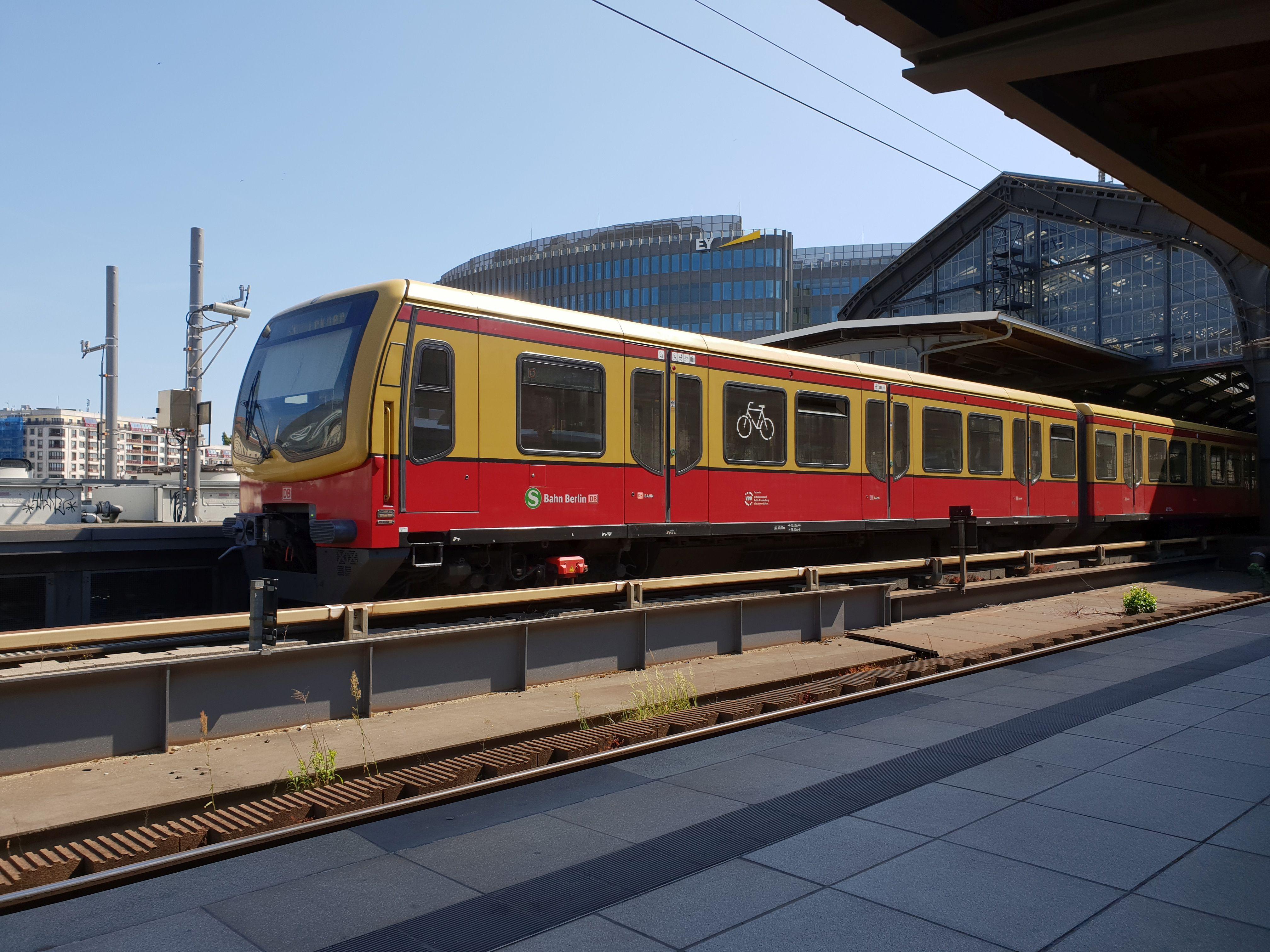 Foto:S-Bahn 481 214, Baureihe481/482, Friedrichstr., 2018