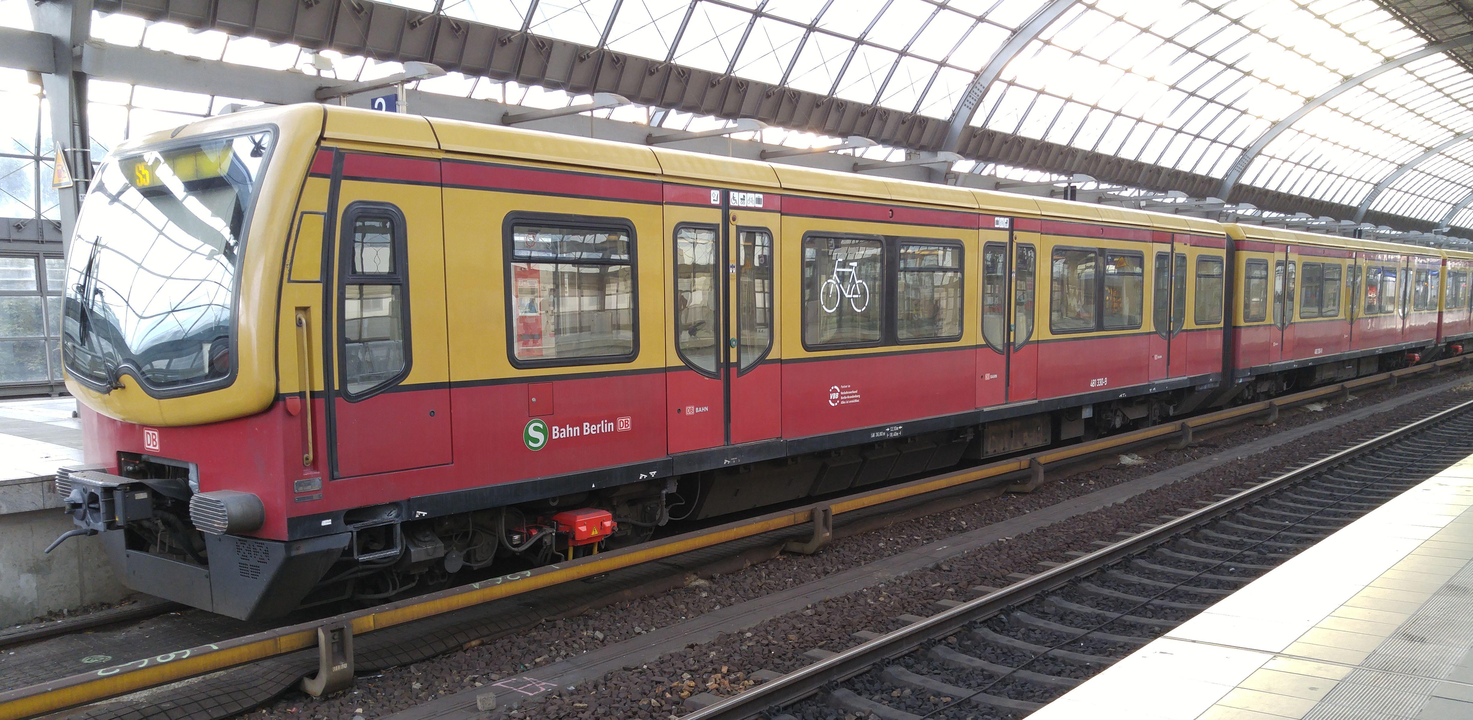 Foto:S-Bahn 481 330, Baureihe481/482, Spandau, 2017