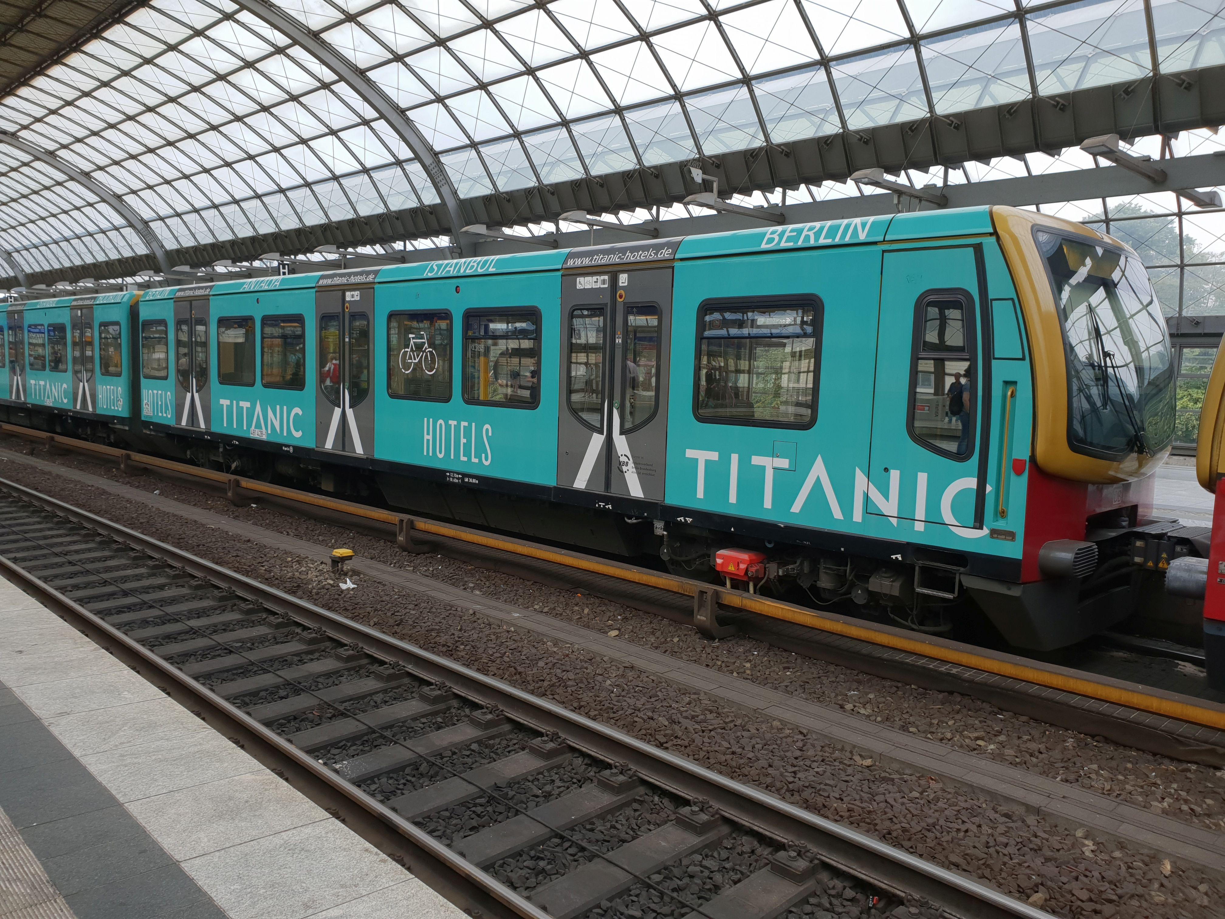 """Foto:S-Bahn 481 428, Baureihe481/482, """"Titanic"""", Spandau, 2018"""