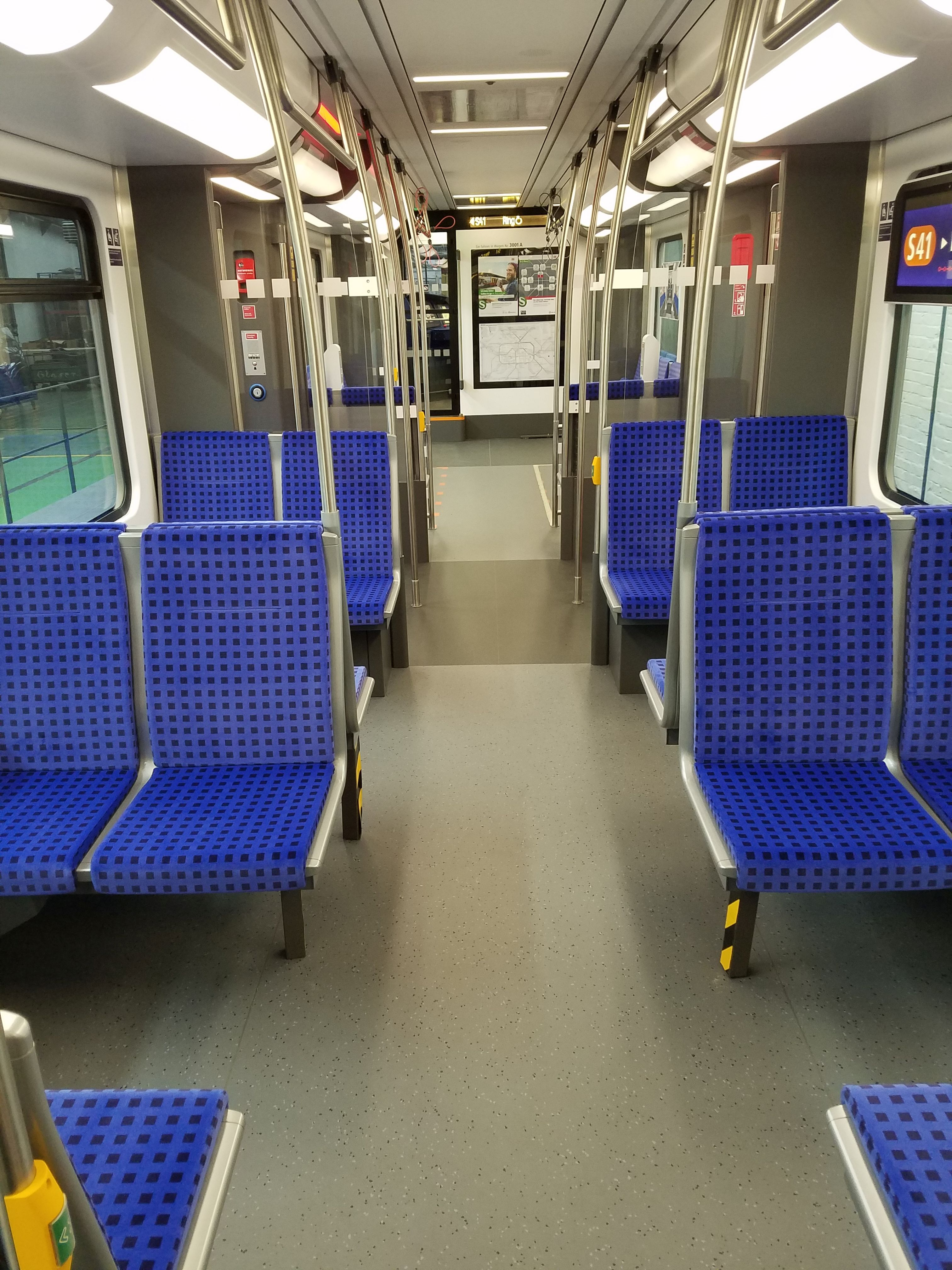 S-Bahn 483 Fahrgastraum