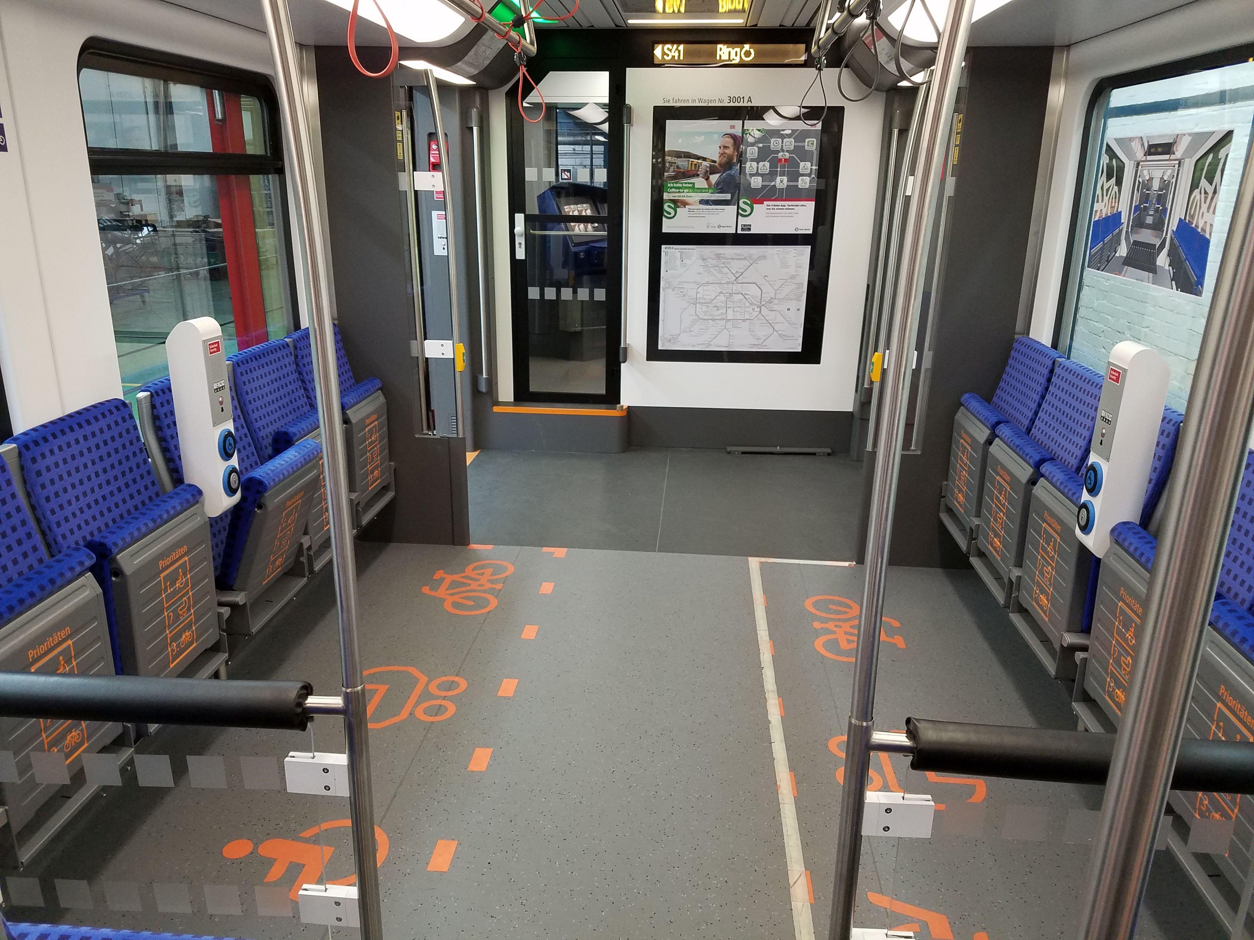 S-Bahn 483 Mehrzweckabteil
