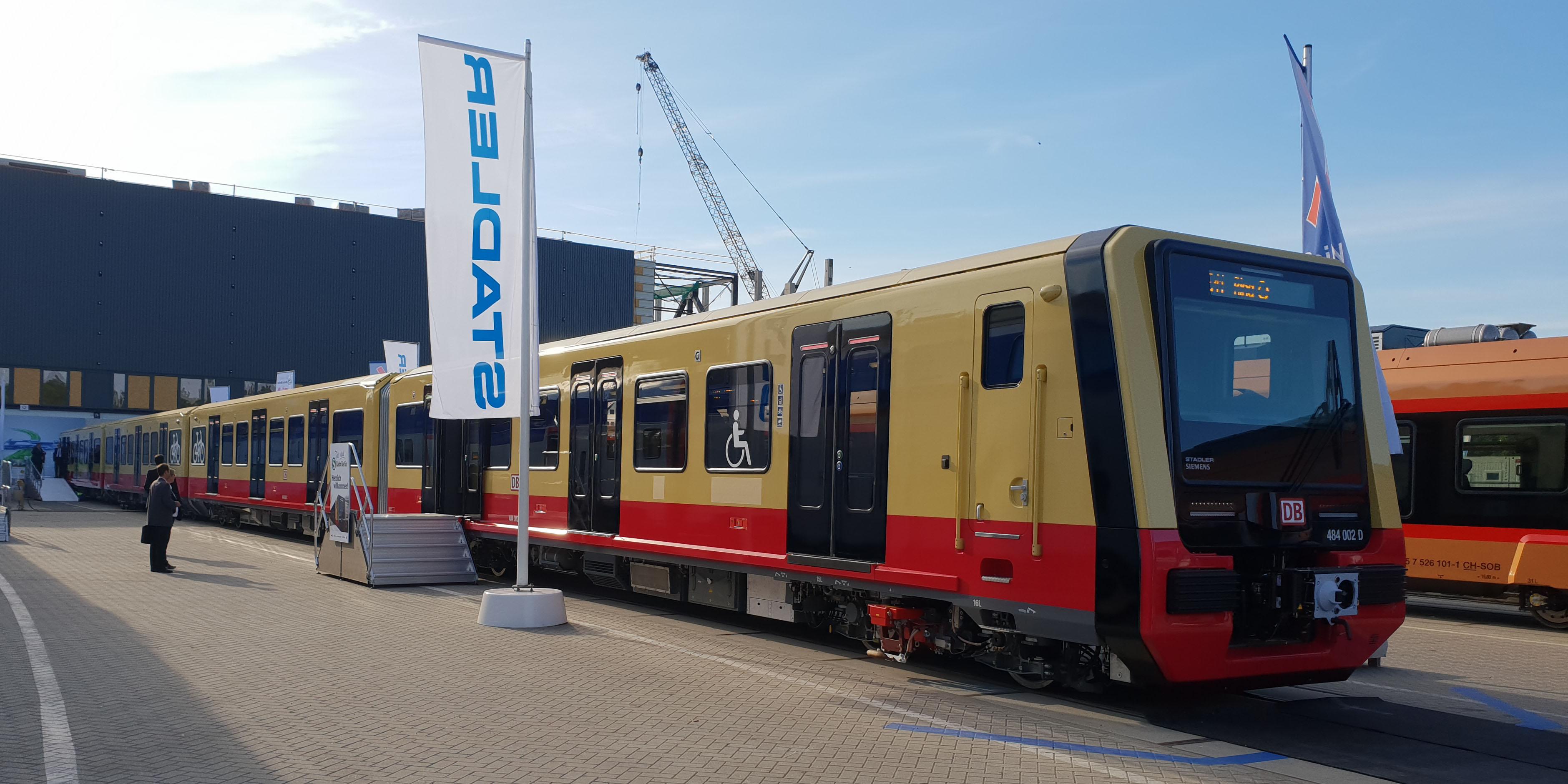 S-Bahn: Aus Berlin für Berlin: Stadler und Siemens stellen den ersten Halbzug der neuen S-Bahn vor, aus DB