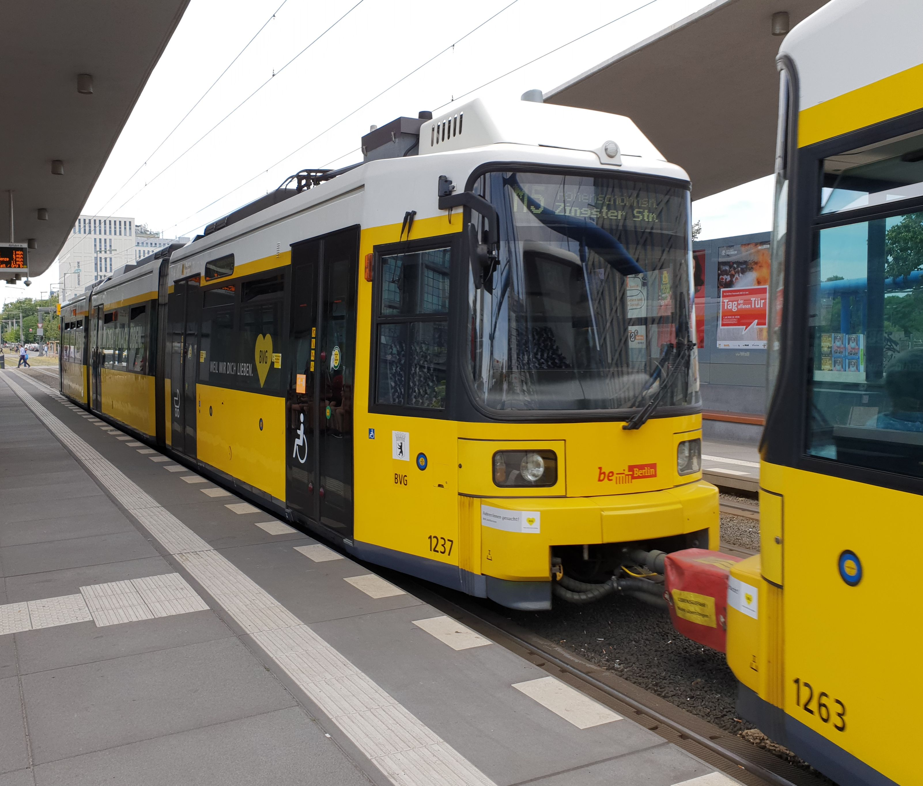 Foto: Straßenbahn 1237, Typ GT6U, Berlin Hbf, 2018