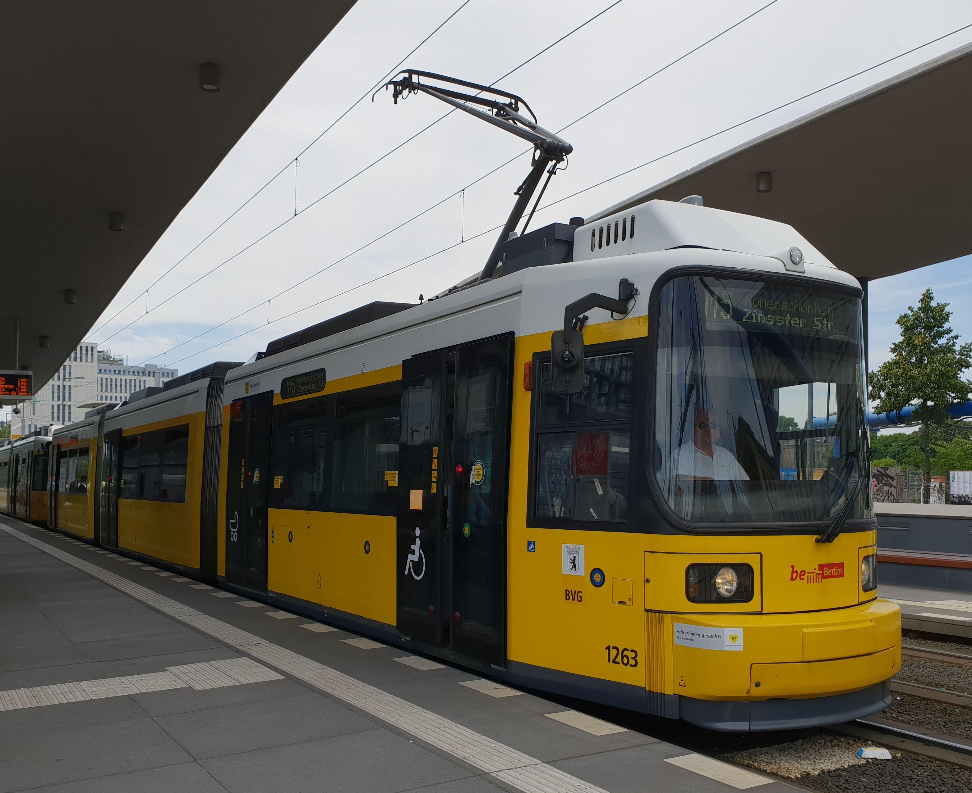 Foto: Straßenbahn 1263, Typ GT6U, Berlin Hbf, 2018