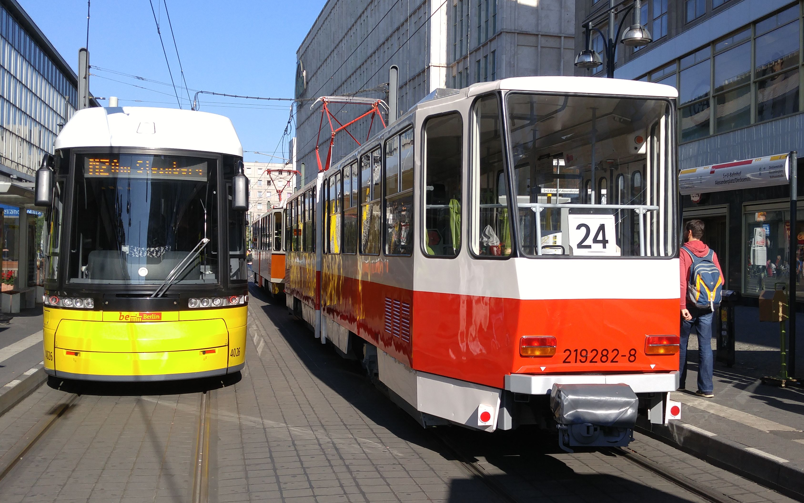 Foto: Straßenbahn 219 282, Typ Tatra KT4D, Alexanderplatz, 2016