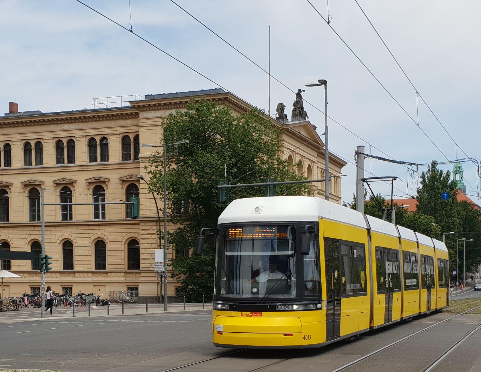 Foto: Straßenbahn 4013, Typ Flexity ZRK, Berlin Hbf, 2018