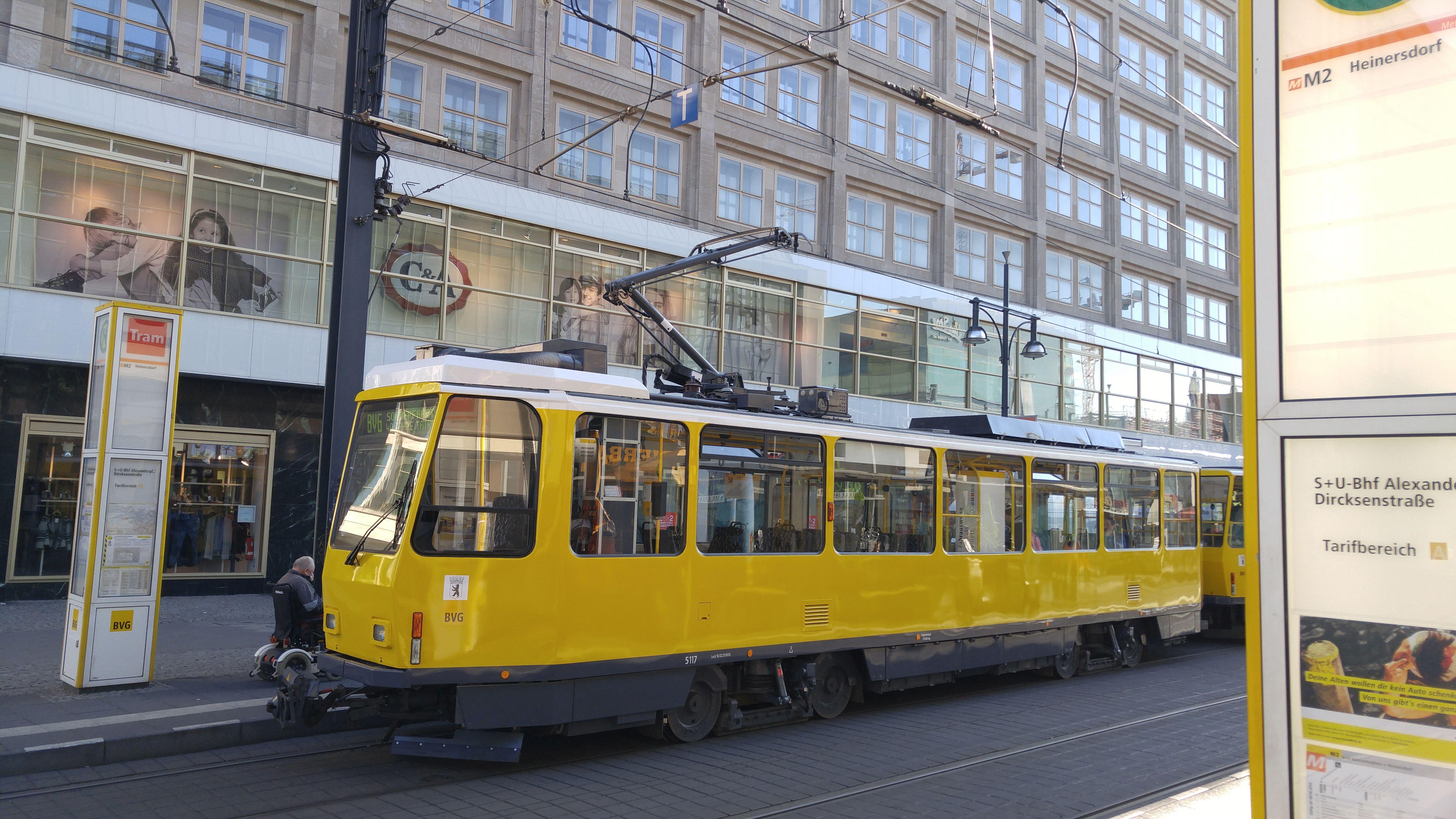 """Foto: Straßenbahn 5117, Typ Tatra T6A2, """"40 Jahre Tatra in Berlin"""", Alexanderplatz, 2016"""