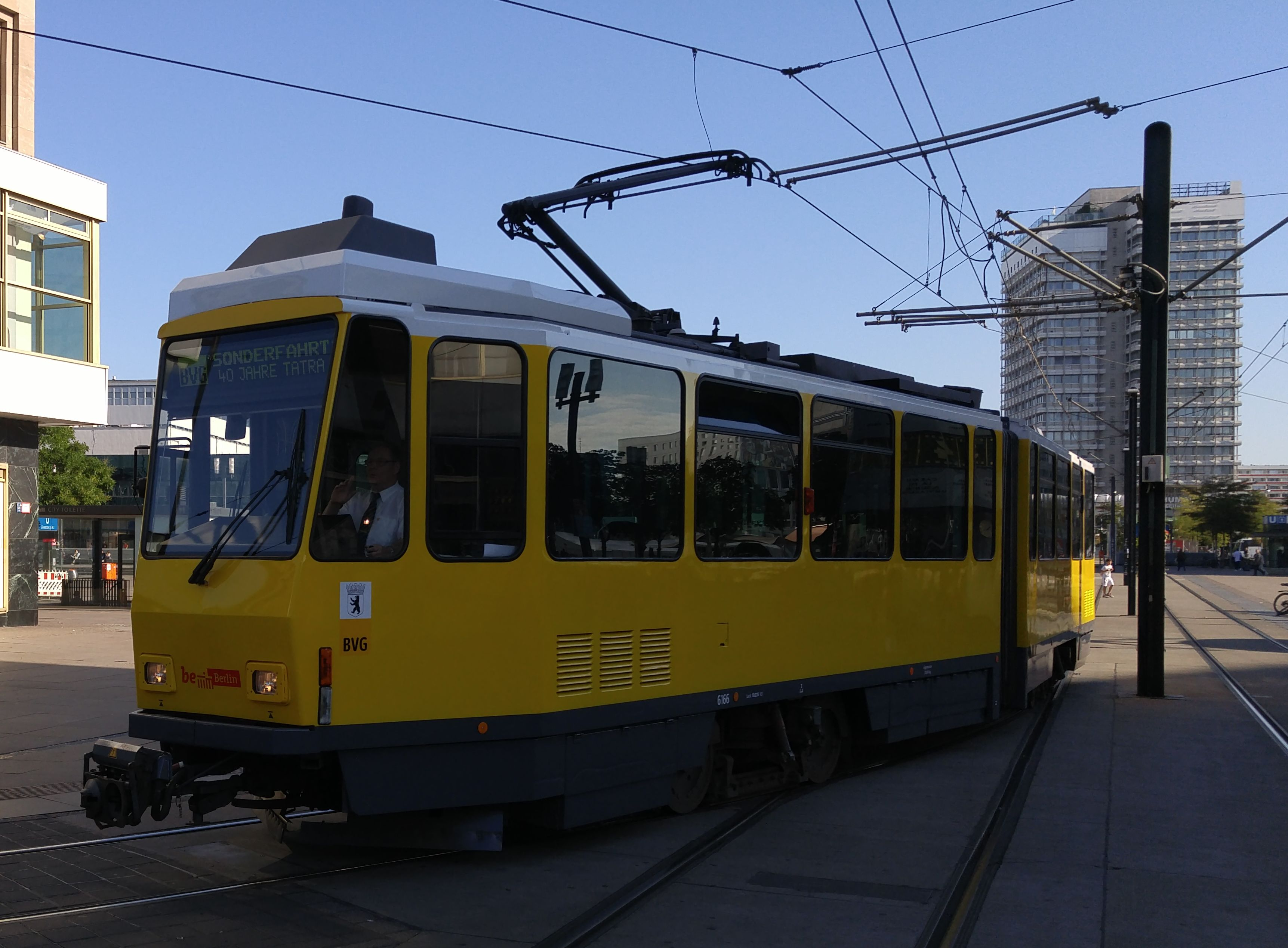 """Foto: Straßenbahn 6166, Typ Tatra KT4D, """"40 Jahre Tatra in Berlin"""", Alexanderplatz, 2016"""