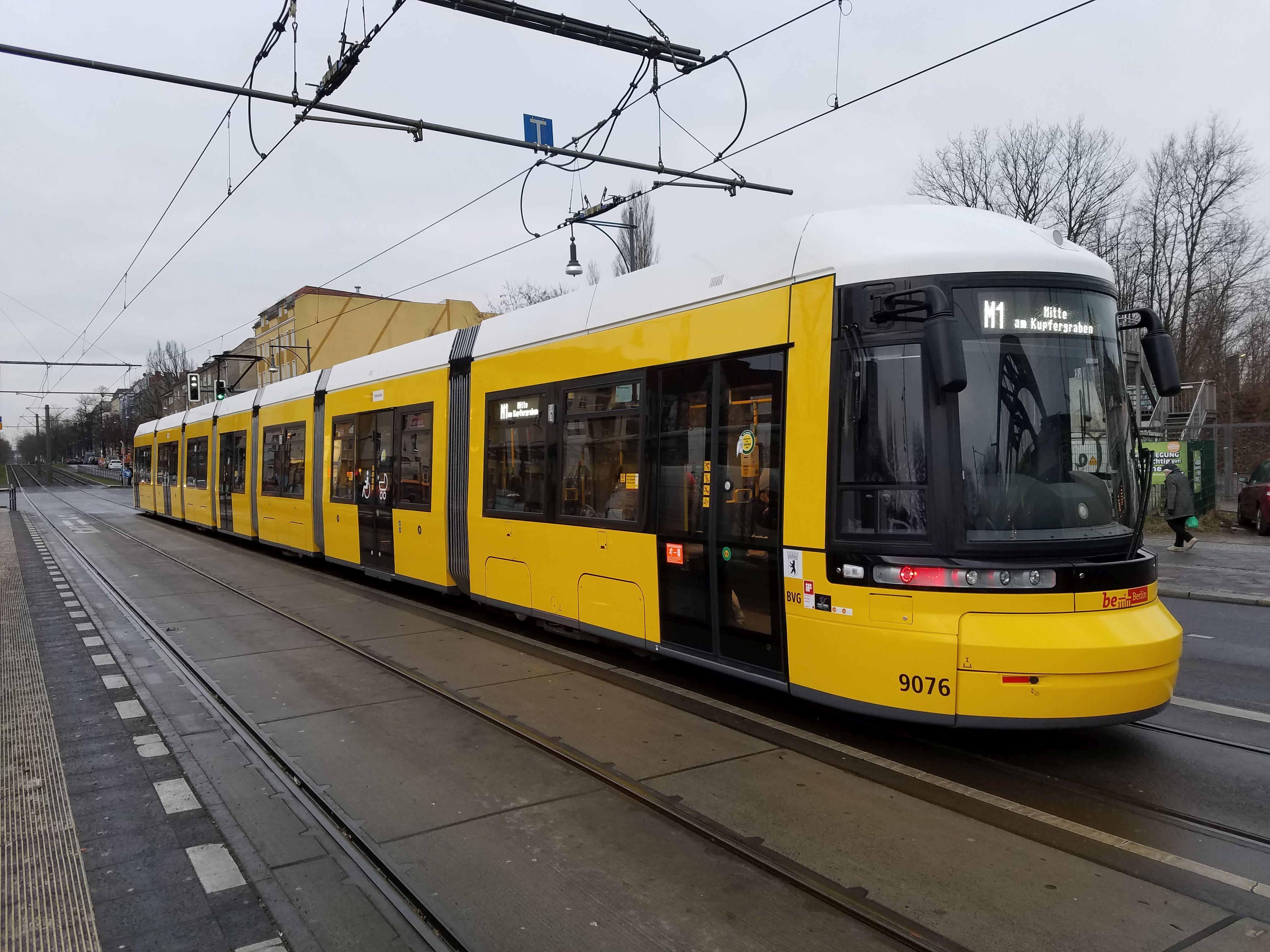 Foto: Straßenbahn 9076, Typ Flexity ZRL, Pankow, Januar 2018